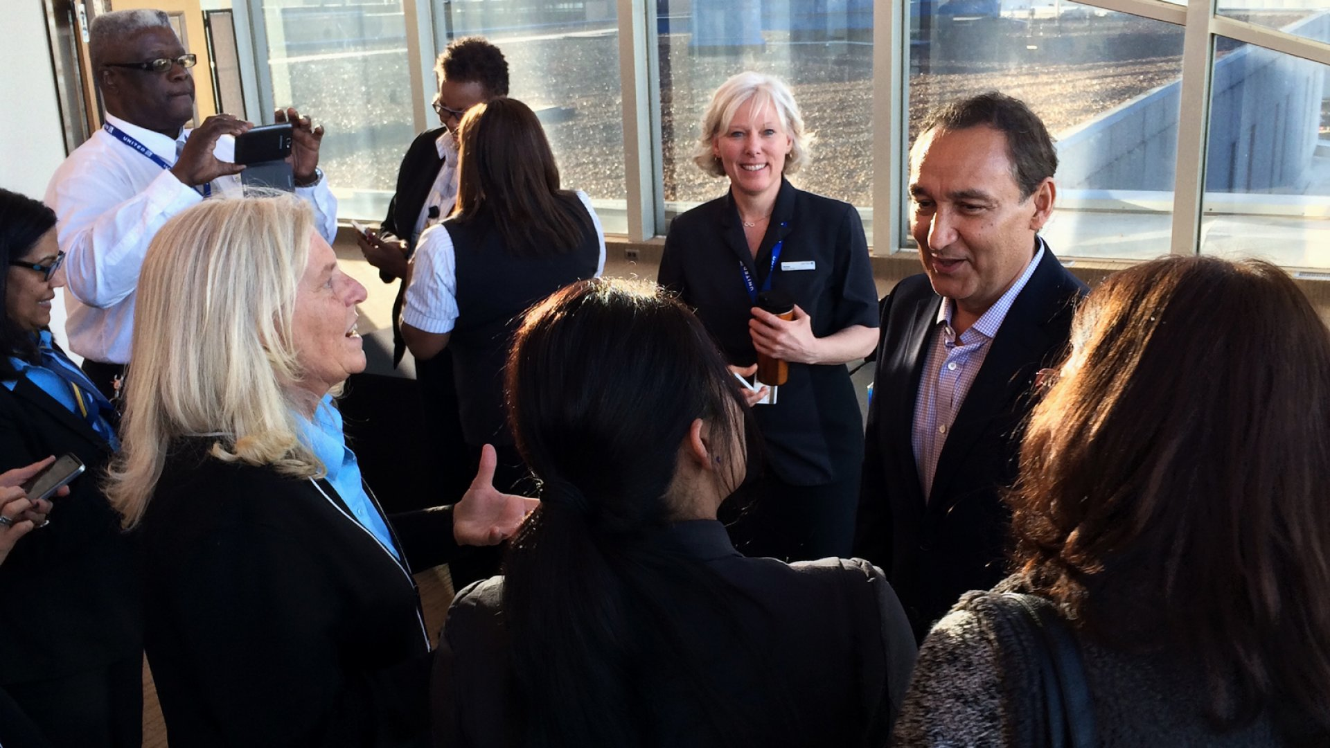 United CEO Oscar Munoz to Return from Medical Leave This Month