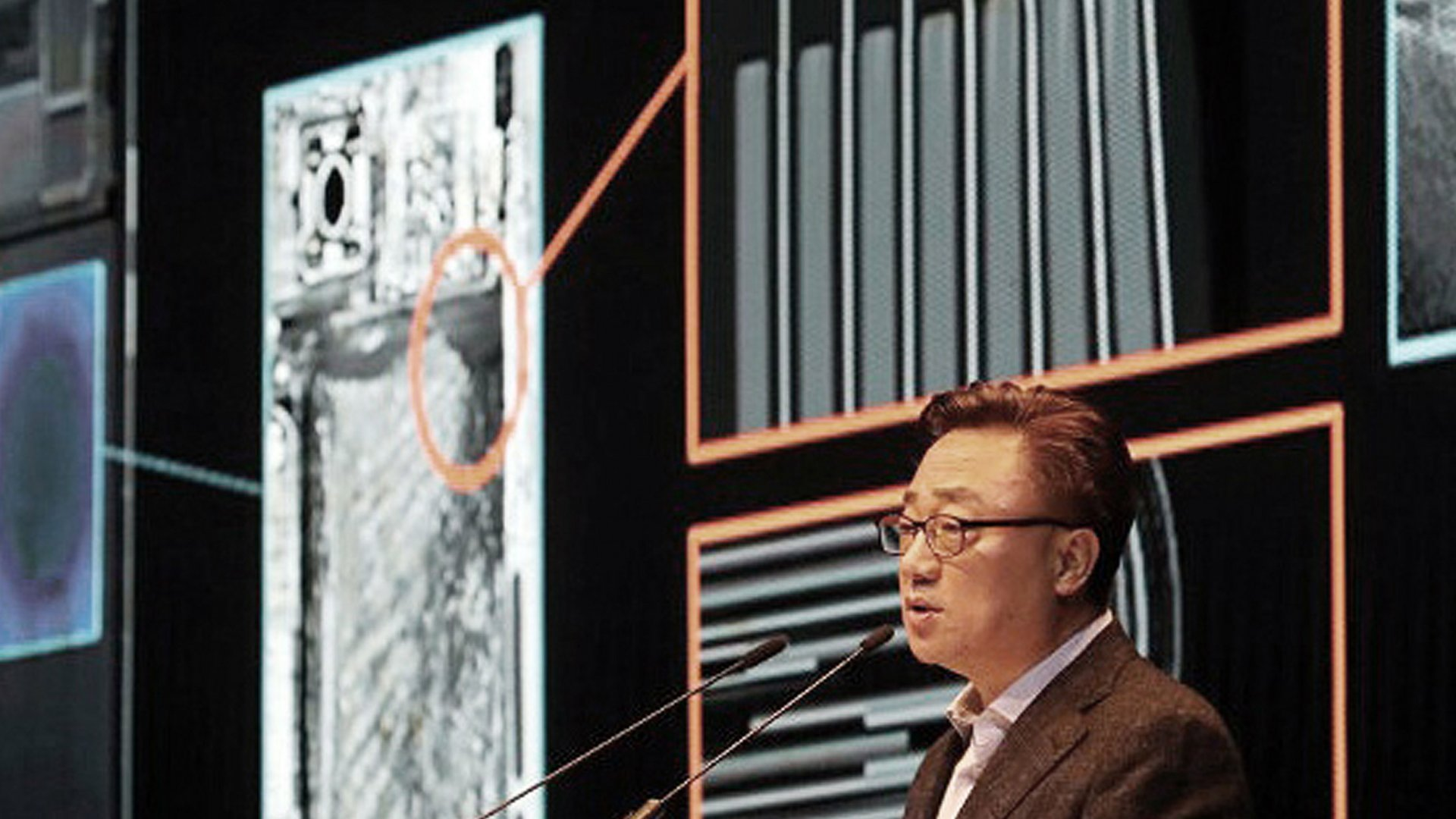 Samsung Electronics's mobile president Koh Dong-jin speaks during a press conference at its headquarters in Seoul, South Korea, Monday, Jan. 23, 2017. Samsung Electronics Co. said Monday that problems with the design and manufacturing of batteries in its Galaxy Note 7 smartphones caused them to overheat and burst into fire.