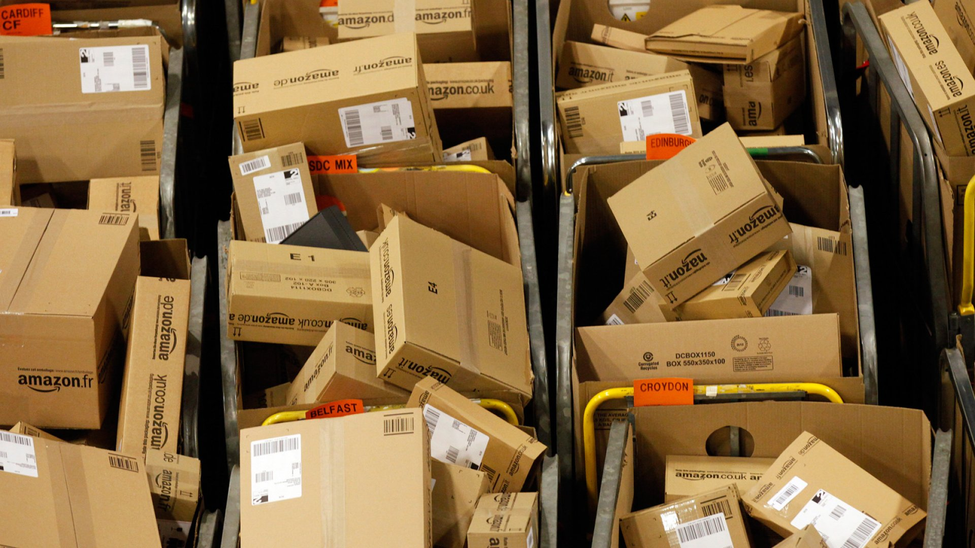 Why Amazon Is Testing an Offline Store