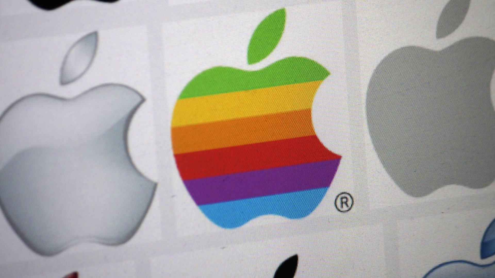 Apple Sued by Shareholders Over Alleged Anti-Poaching Agreements
