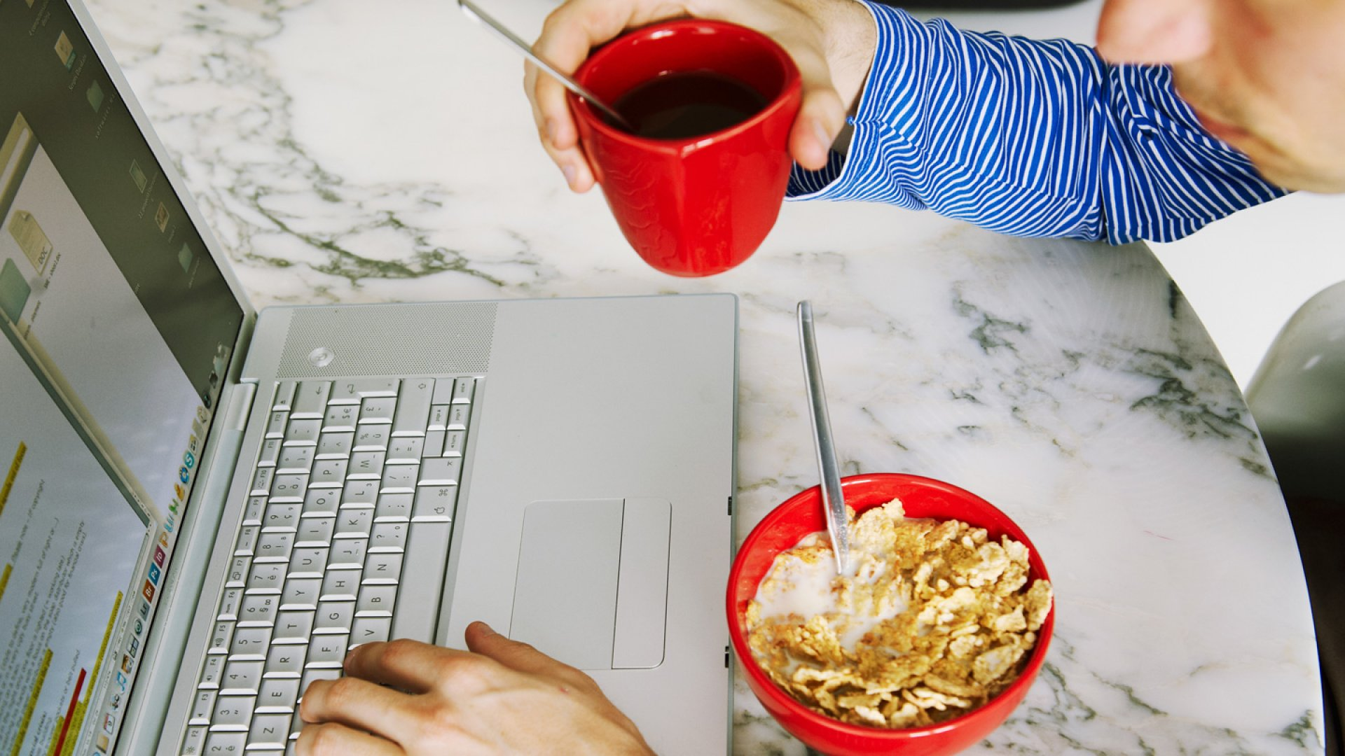 The 16 Best Snacks To Eat At Your Desk