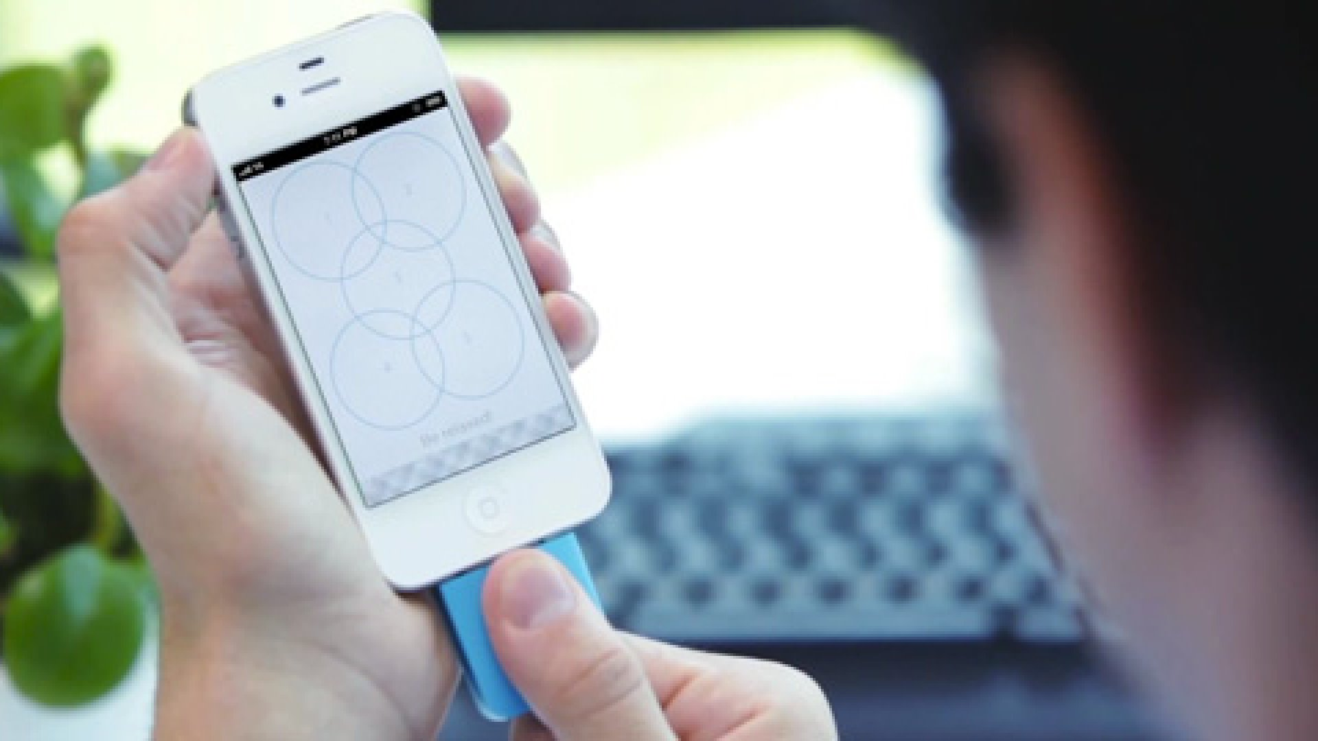 Tinké is a palm-size sensor that costs $100 and monitors your cardiorespiratory health using an iPhone or iPad.