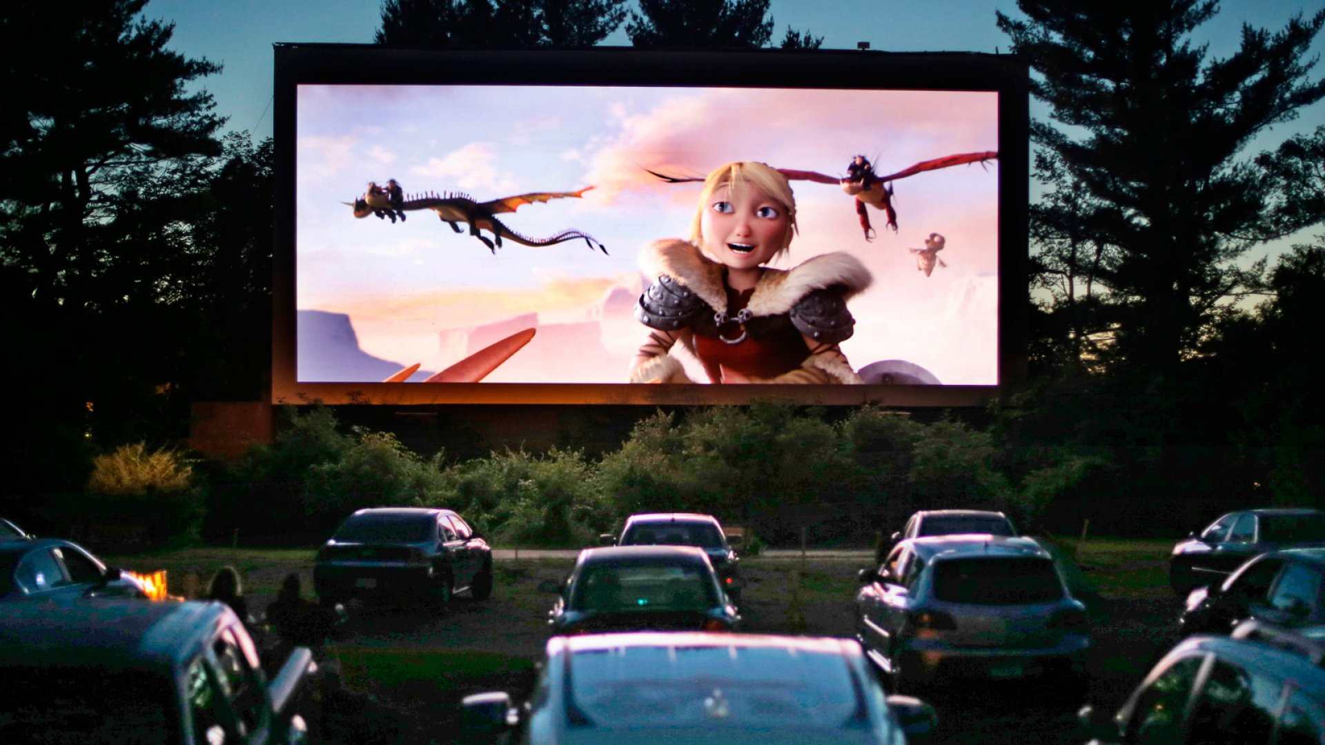 Drive-In Movie Theaters Go Digital With Help From the Crowd