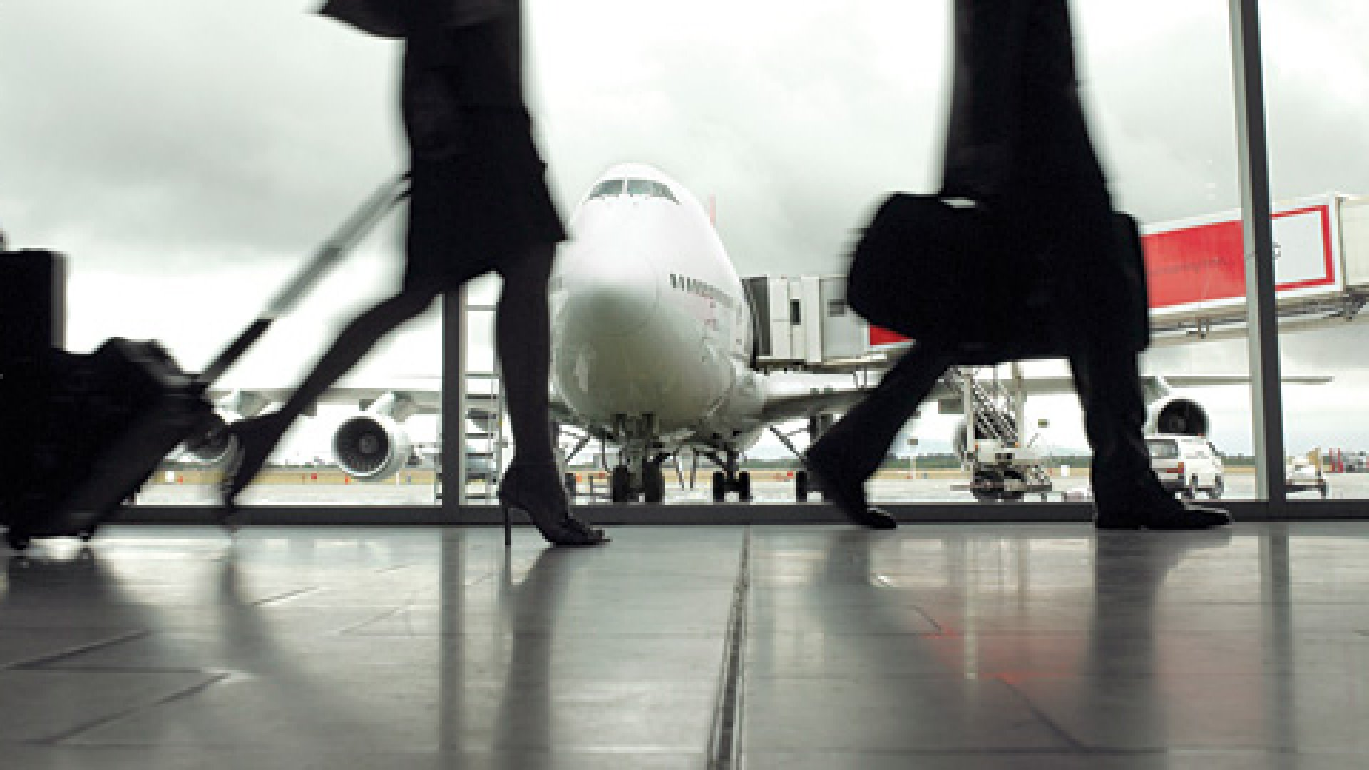 <strong>Deal Hound:</strong> Airfarewatchdog keeps track of low airfares to hundreds of cities worldwide.