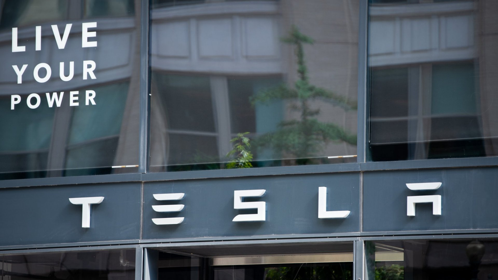 The SEC Is Investigating Elon Musk's Tweets. This Is a Big Problem for Tesla