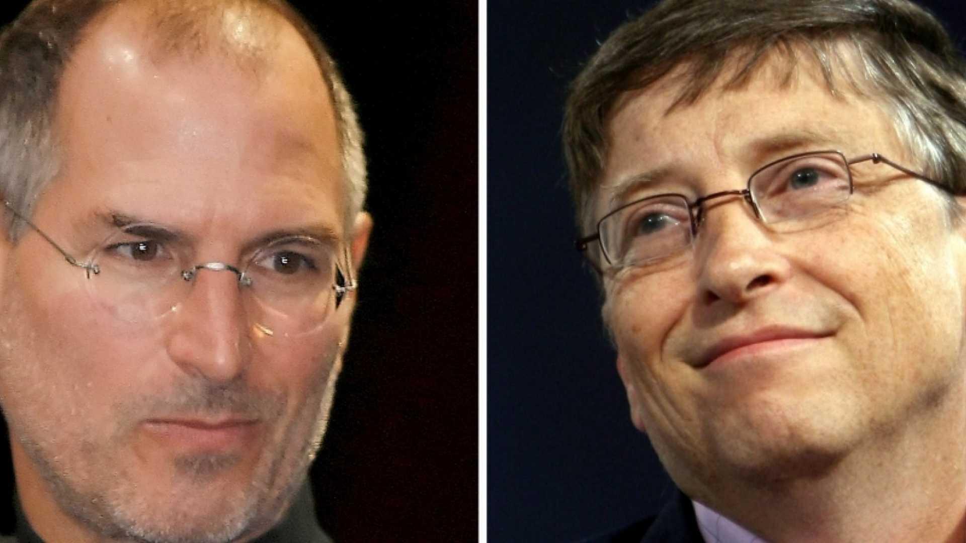 Steve Jobs (left), Bill Gates.