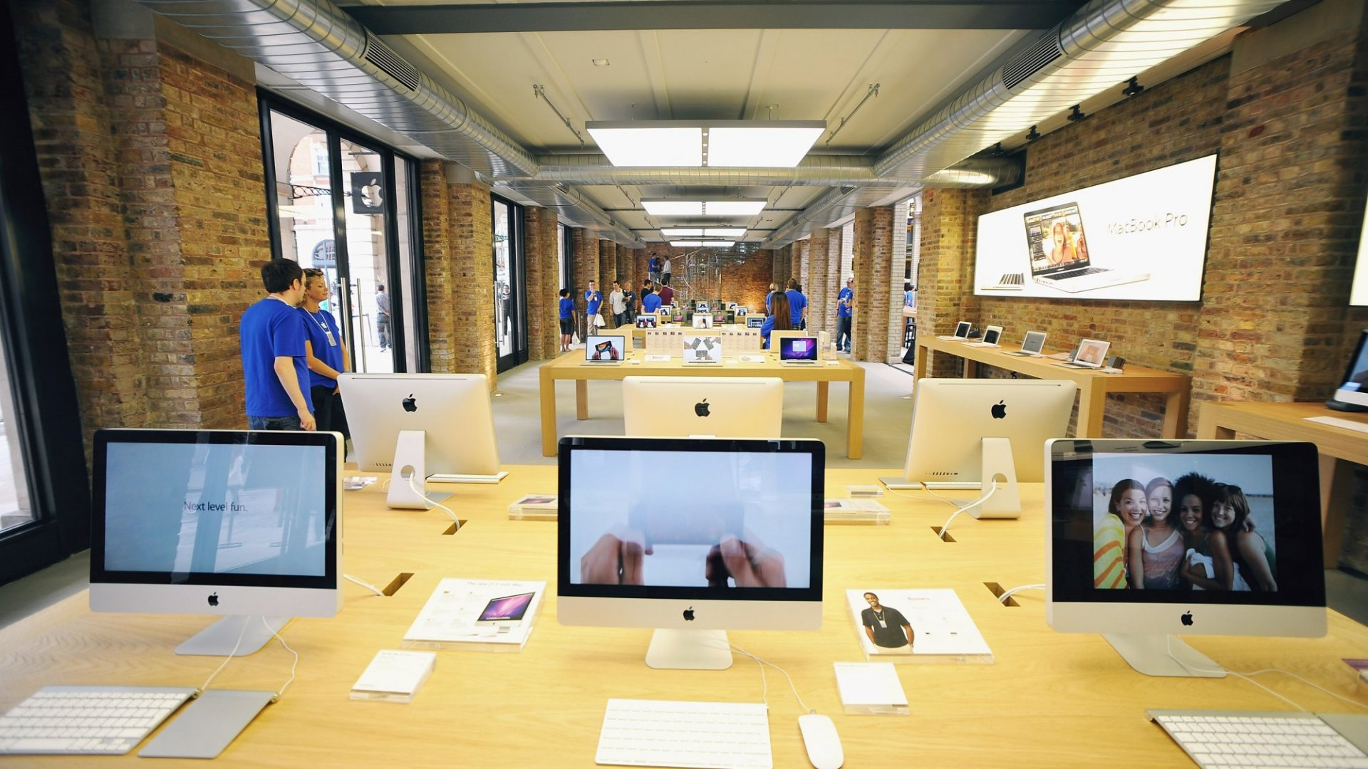 Why You Should Skip the Apple Store During Your Black Friday Shopping Spree