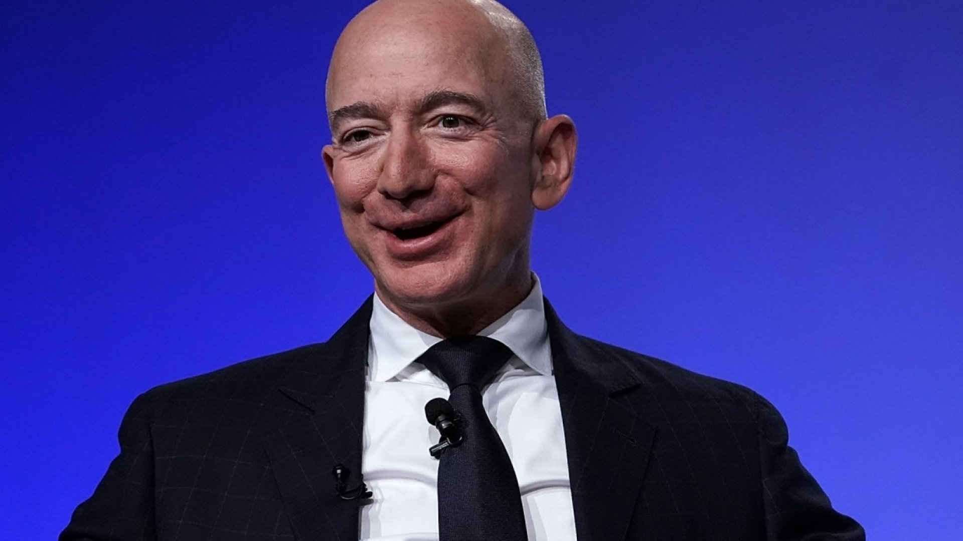 Here's the Very Controversial Thing Amazon Tells New Employees About Jeff Bezos