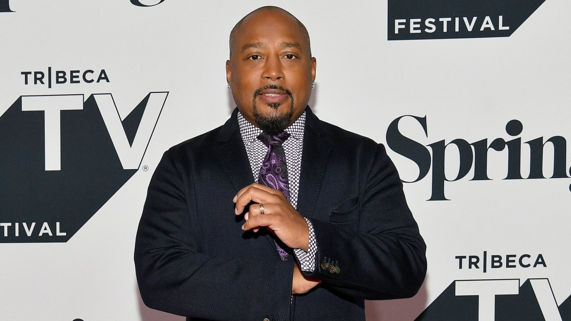 """Daymond John, Claude Silver, and 70 Influencers try to Break LinkedIn with """"Hey!"""" Video"""