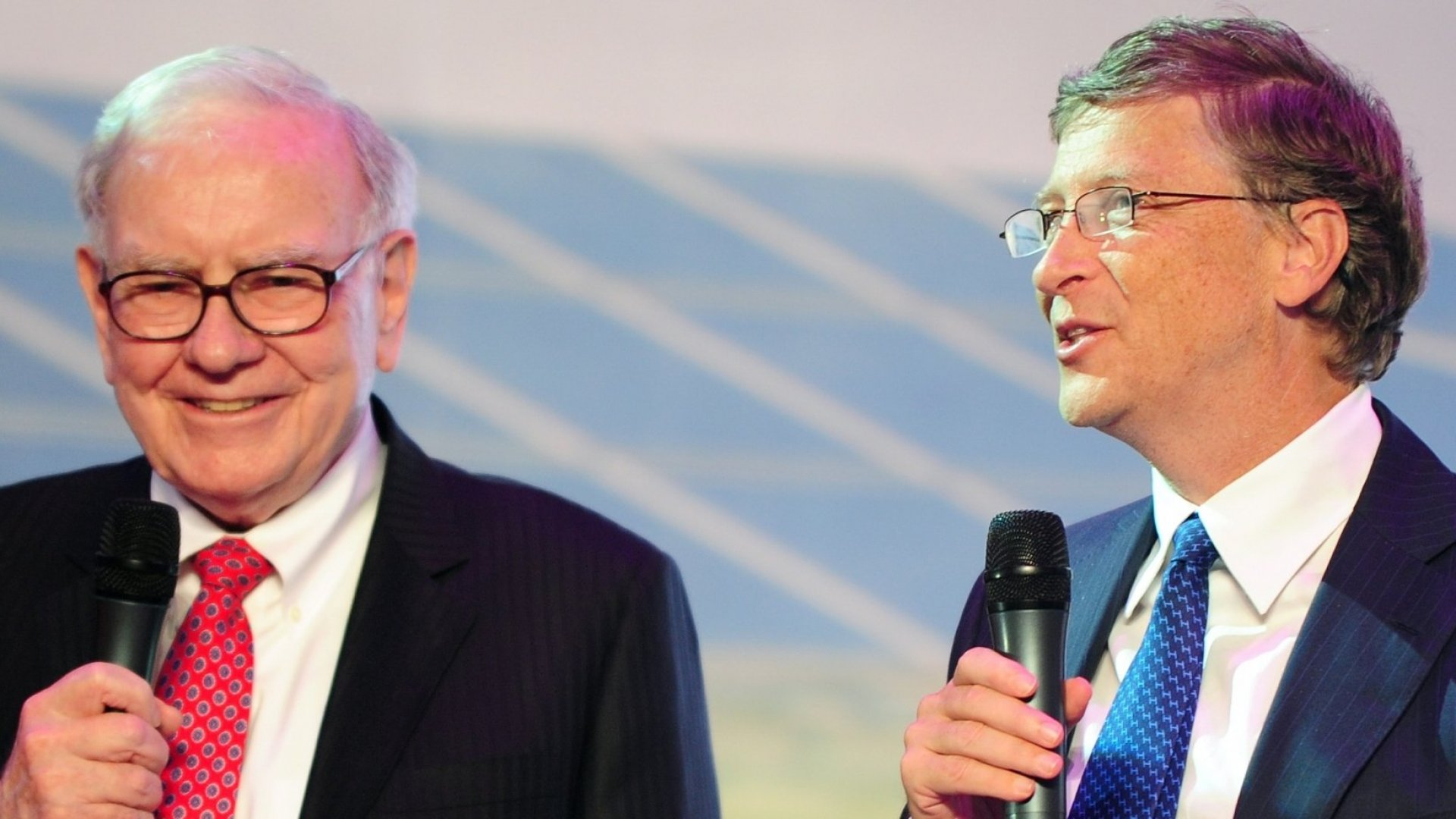 Warren Buffett (L) and Bill Gates (R)