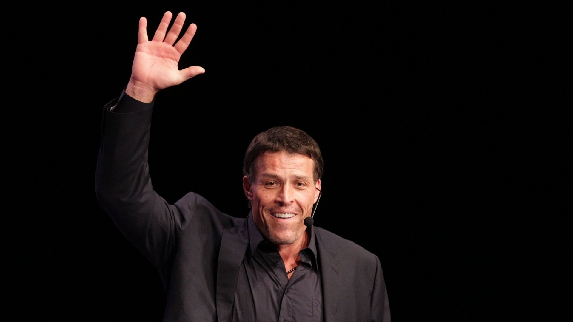 The Mental Exercise That Tony Robbins Uses to Overcome Fear