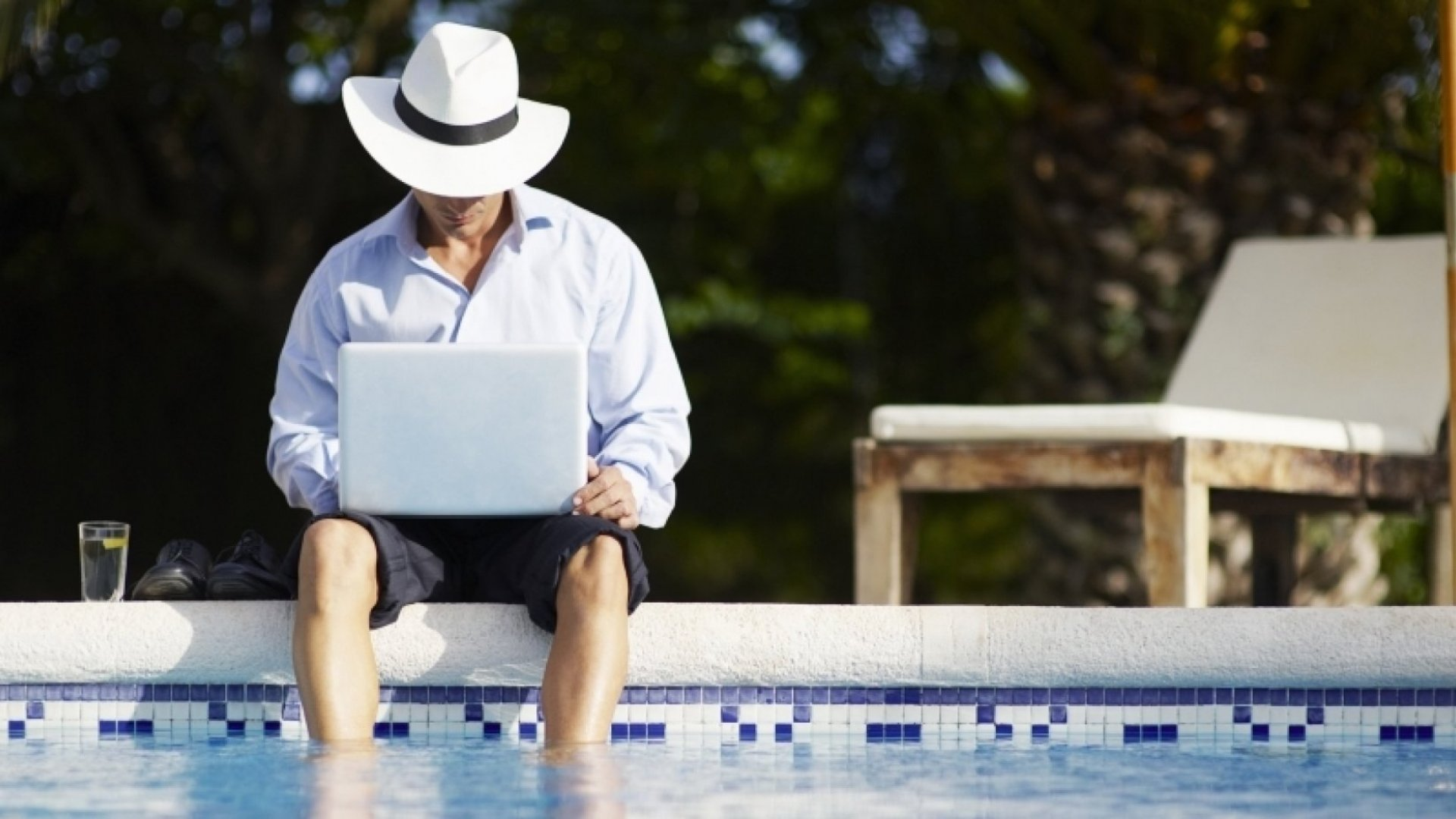How to Hack Your Brain So You Can Actually Relax on Vacation