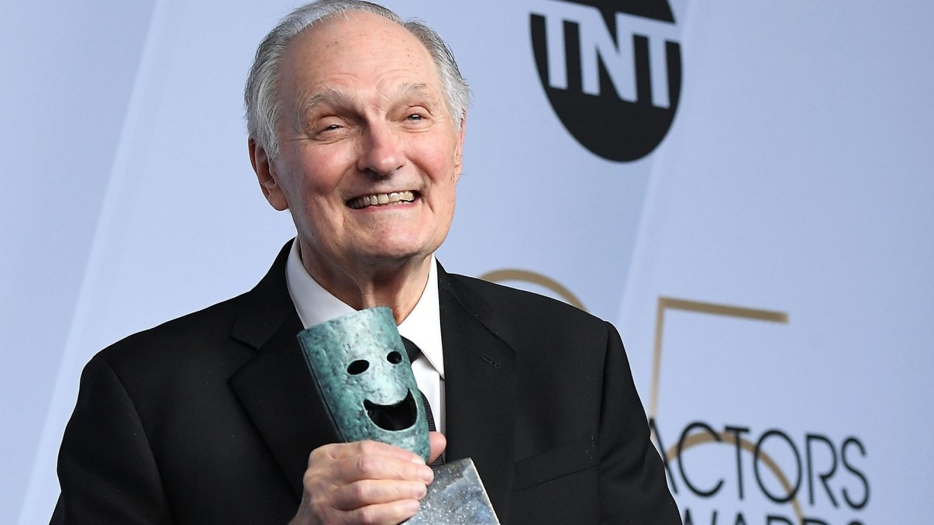 Alan Alda Just Gave the Best Speech of His Life. Here's the 1 Trick He Uses to Connect With People