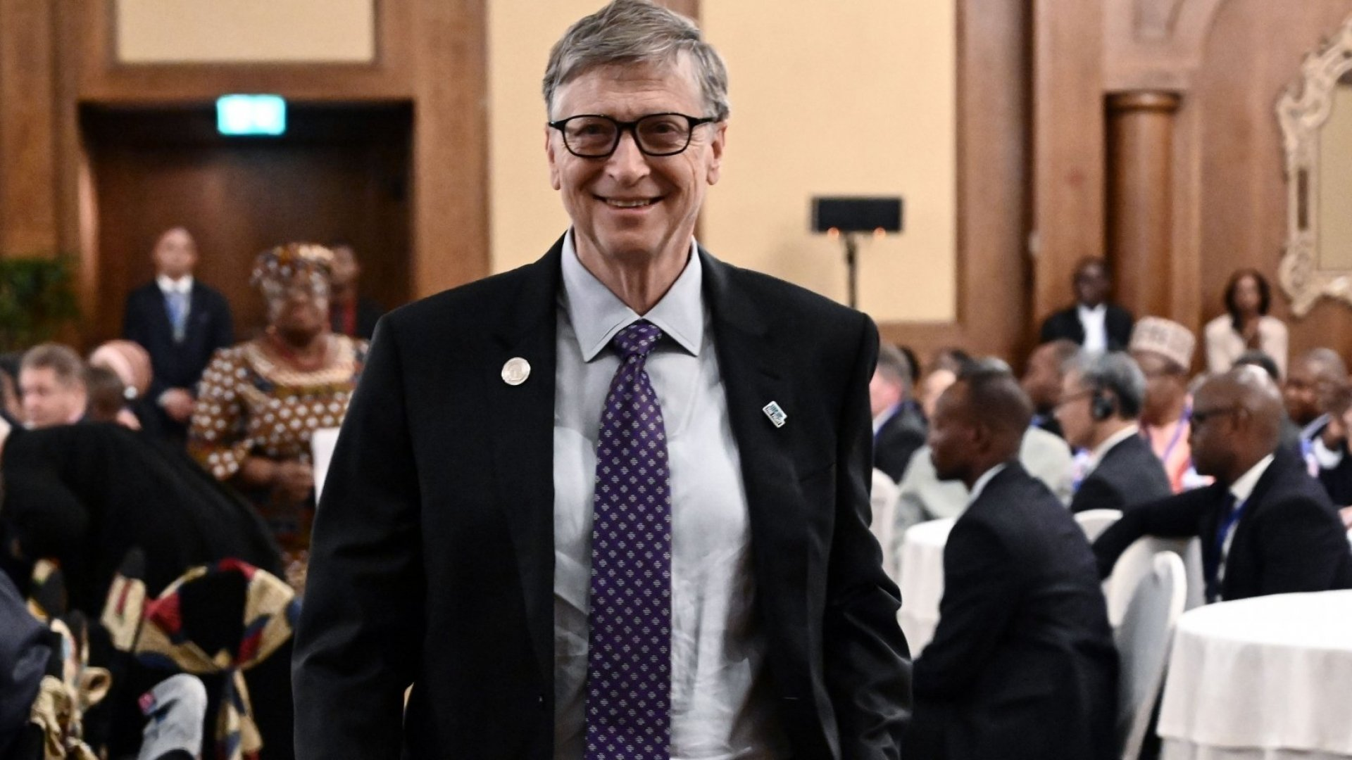 Bill Gates Used This Brilliant Communication Strategy to Quickly Explain the World's Toughest Problem