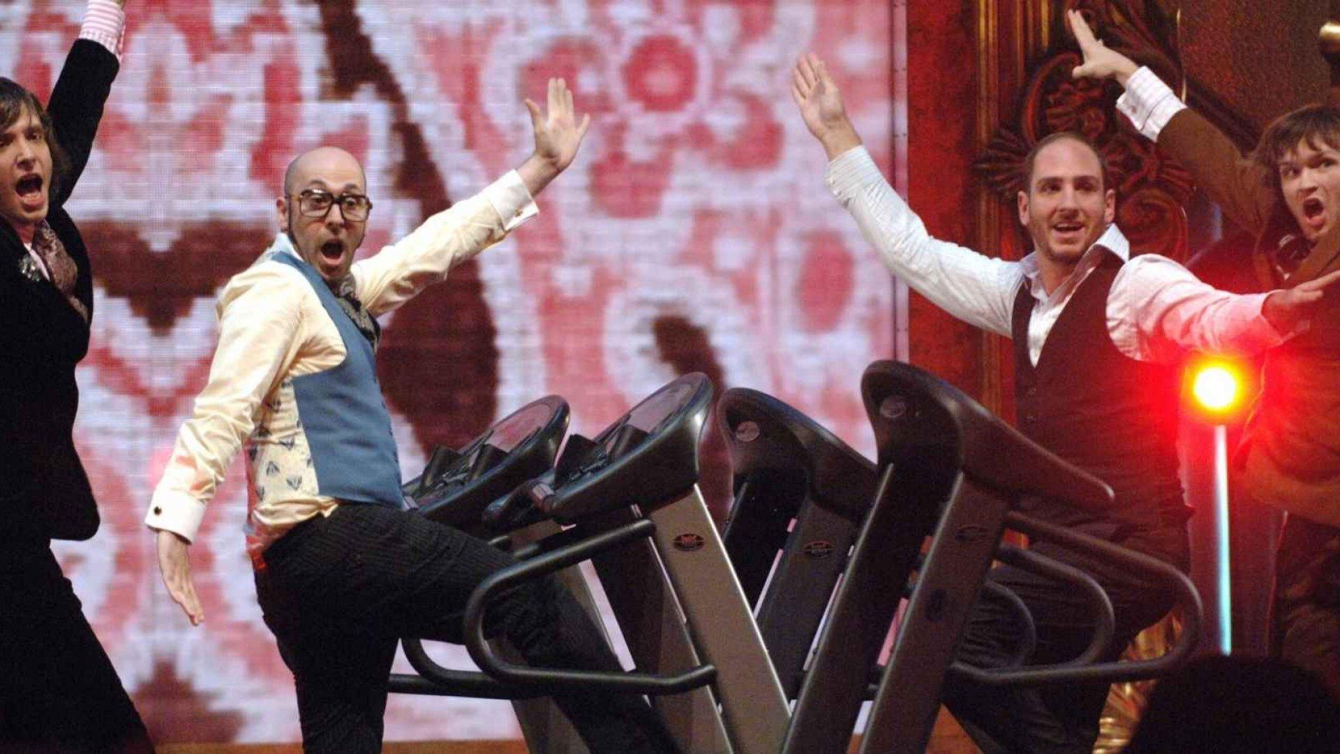 Damian Kulash (L) and OK Go performing at the MTV Video Music Awards.