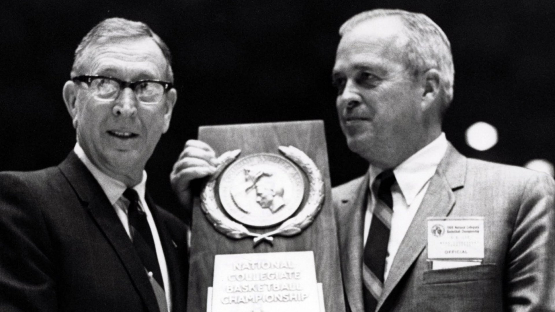 7 Leadership Lessons From John Wooden's Final Title