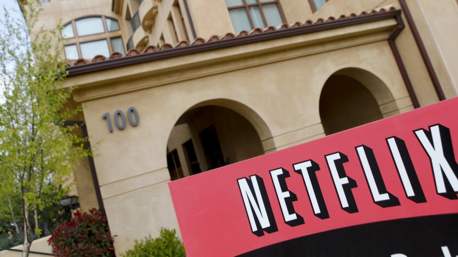 Netflix Believes in Billboards. Why Internal Communication Should Too