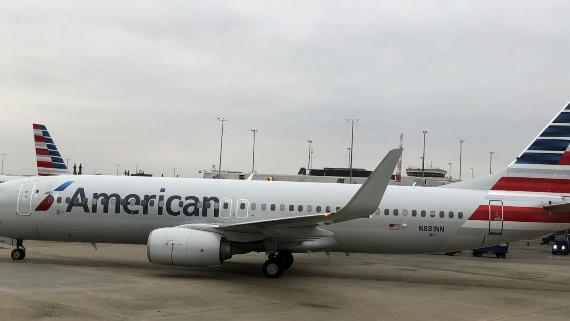 American Airlines Says 14 Planes Have a Problem With Overhead Bins. Mechanics Say One Plane Has 675 Problems