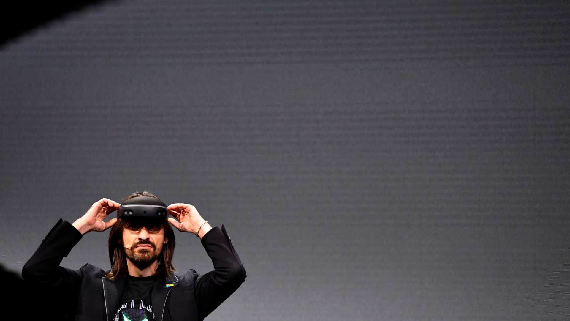 This Is How Microsoft's HoloLens 2 Will Soon Significantly Change Your Business