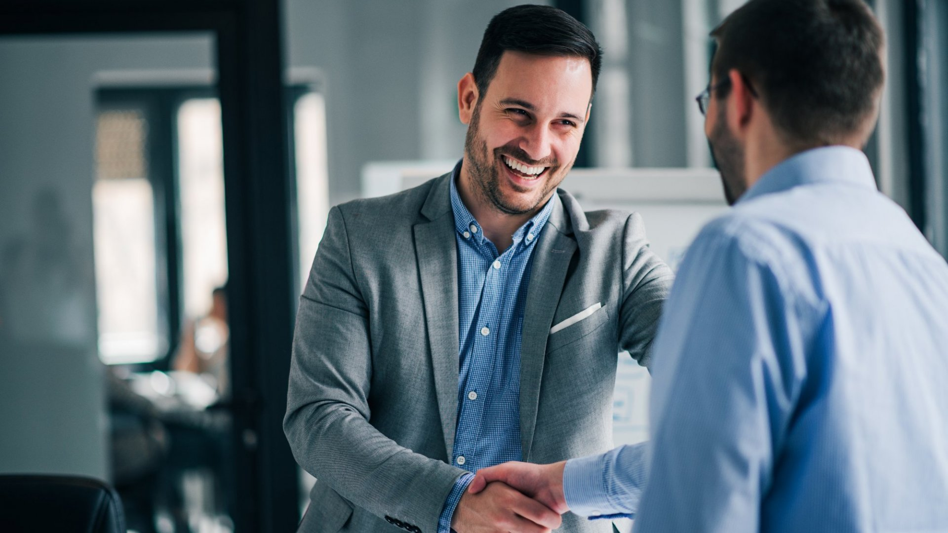 7 Ways to Effectively Build Rapport With New Customers