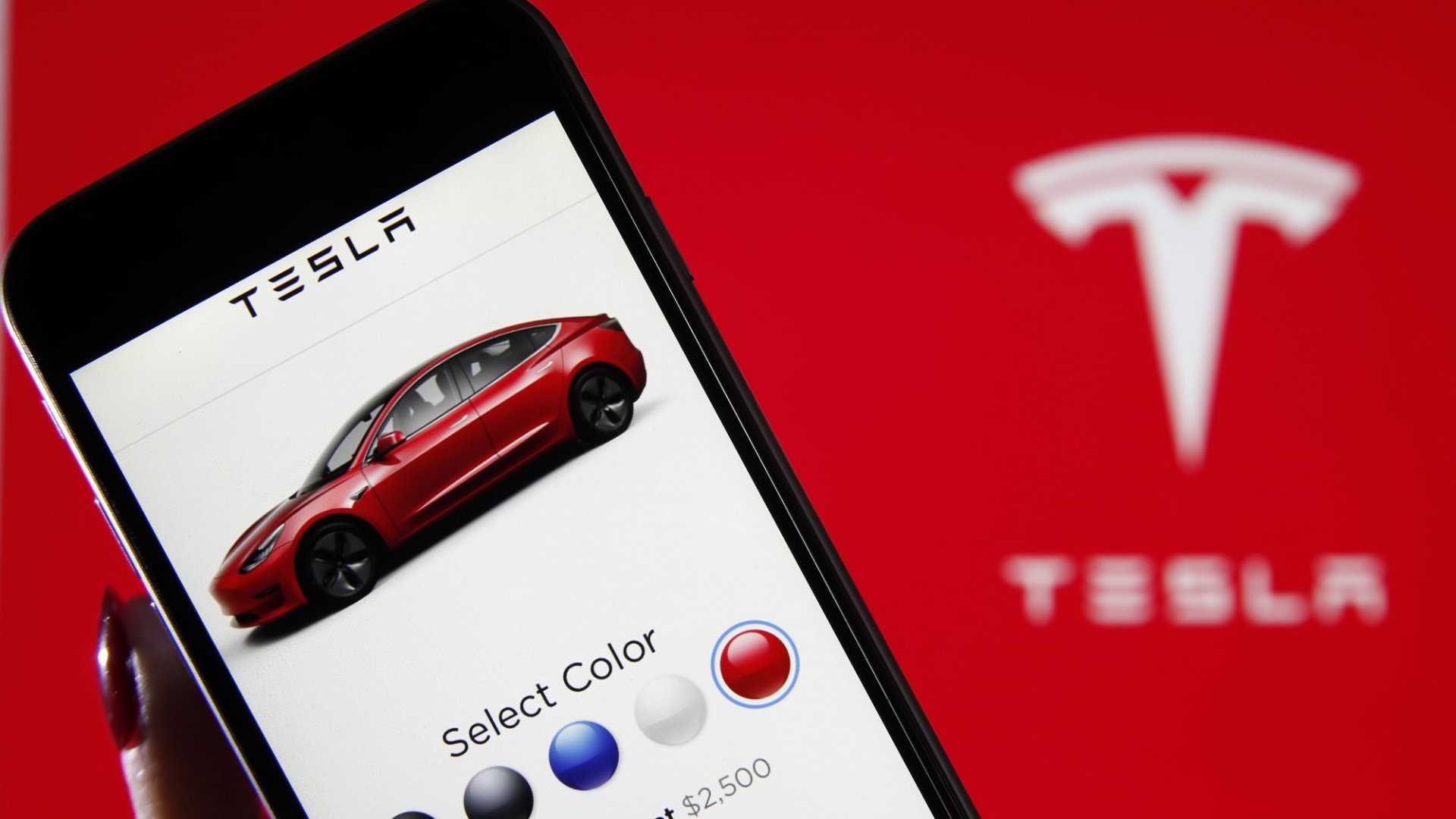 Apple Made a Secret Offer to Buy Tesla, and the Deal Fell Apart for a Truly Stunning Reason, a New Report Says. (How Did Nobody Even Notice This?)