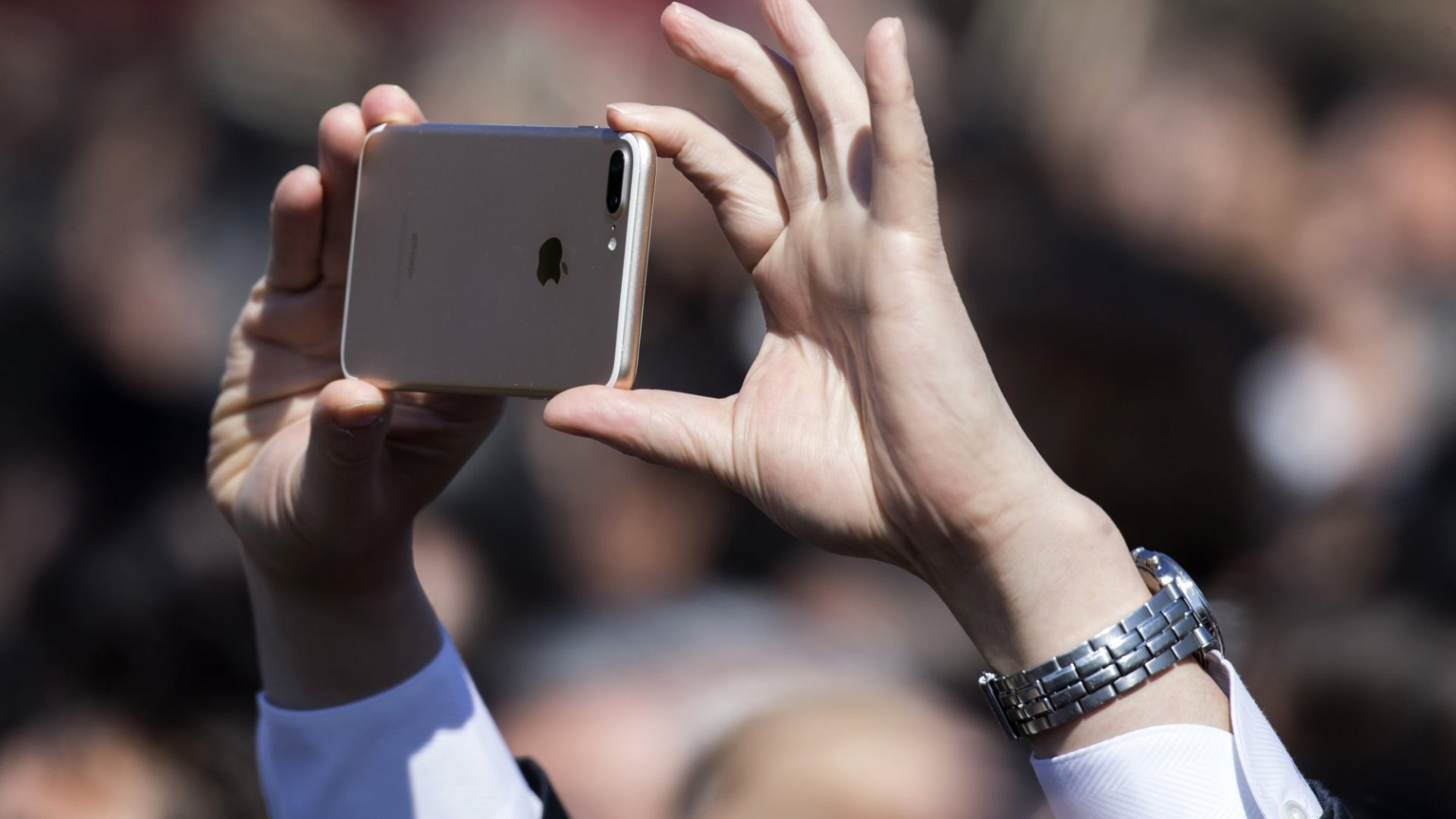 Social Media vs. Having a Life: 3 Ways to Strike a Balance