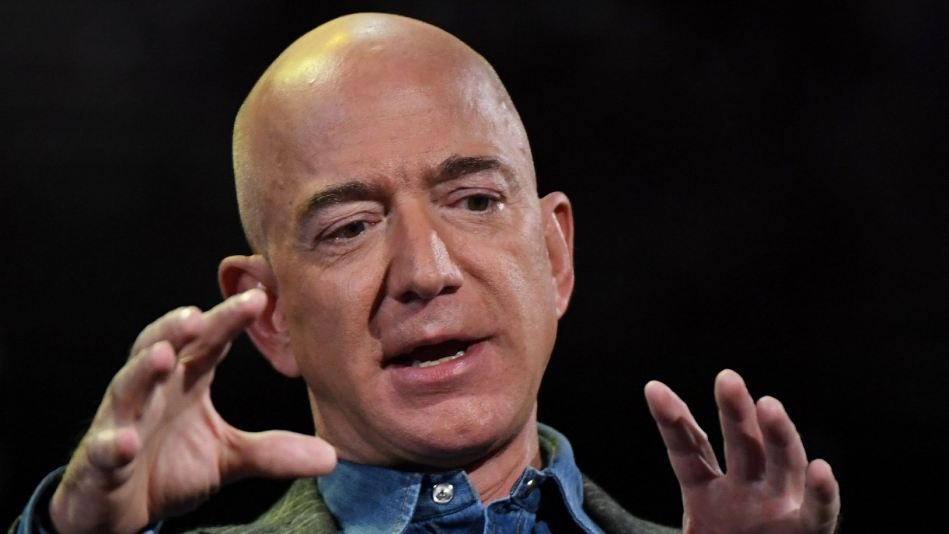 Jeff Bezos and Barack Obama Follow the Same Leadership Strategy, According to an Exec Who Worked for Both