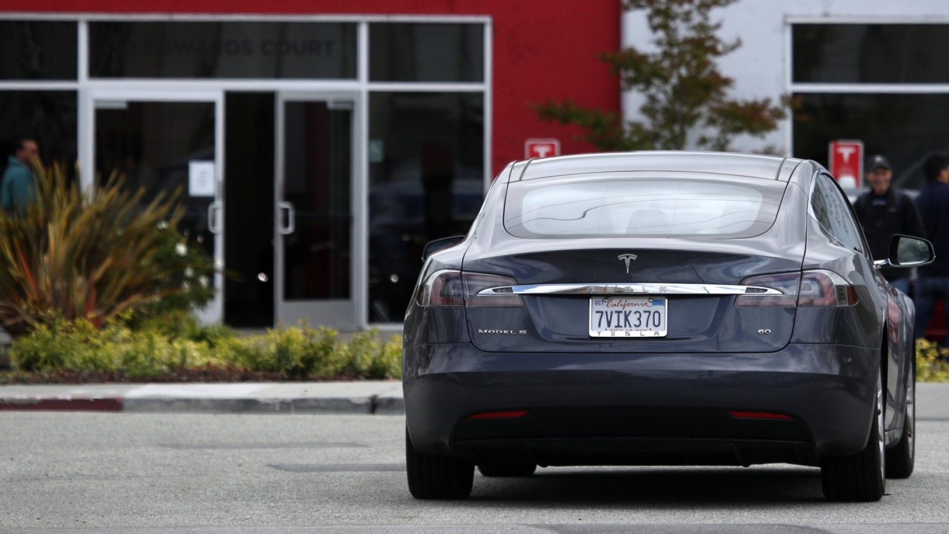 Tesla's 'Smart Summon' Feature Is Causing Problems in Parking Lots--and Regulators Are Paying Attention