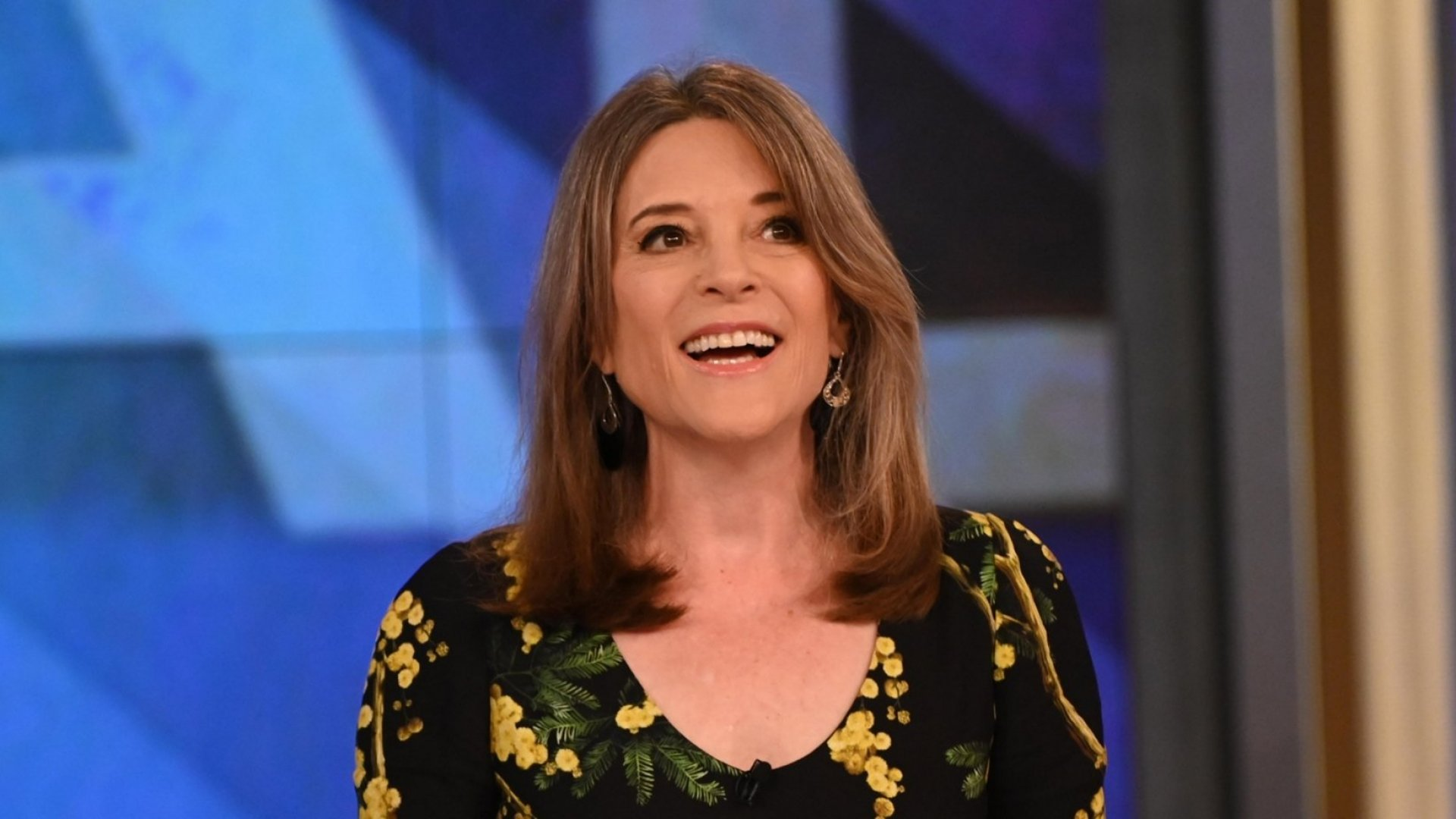 17 Marianne Williamson Quotes That Will Inspire You to Reach for More