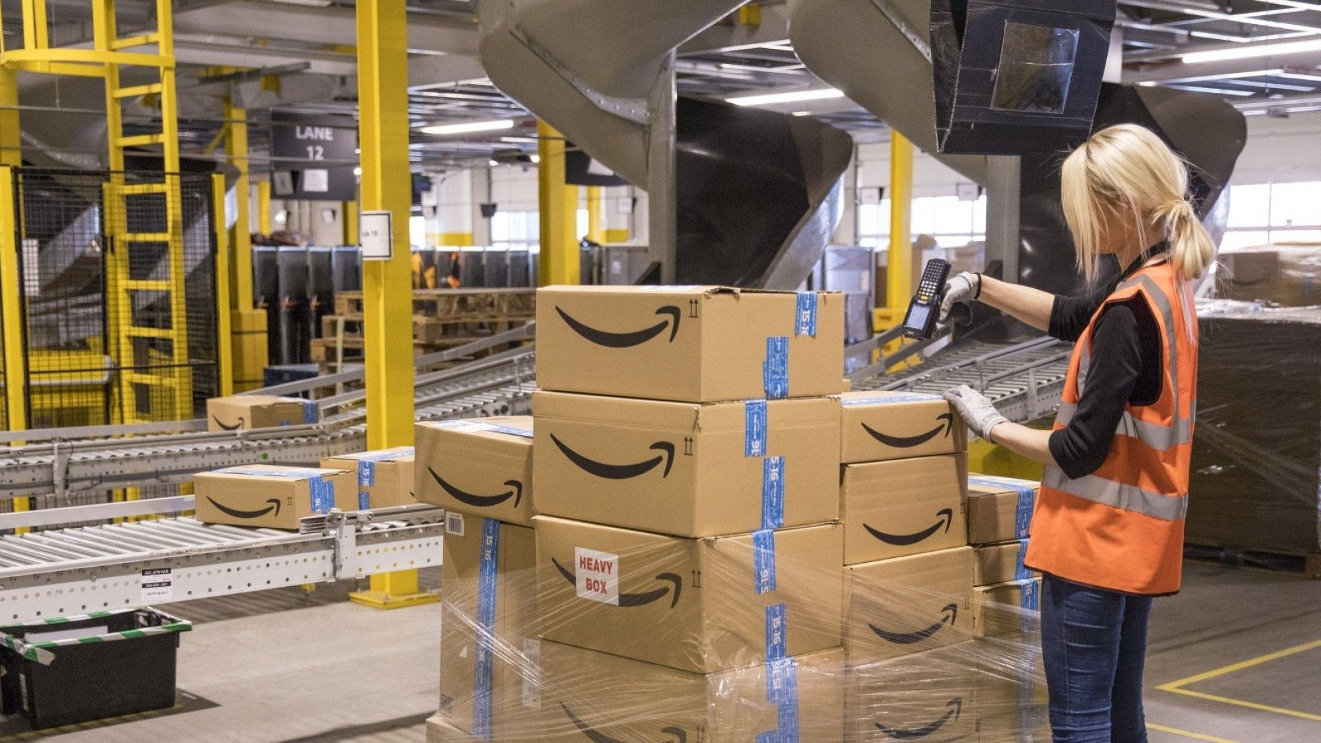 The 9 Simple Words That Made Amazon a Trillion-Dollar Company