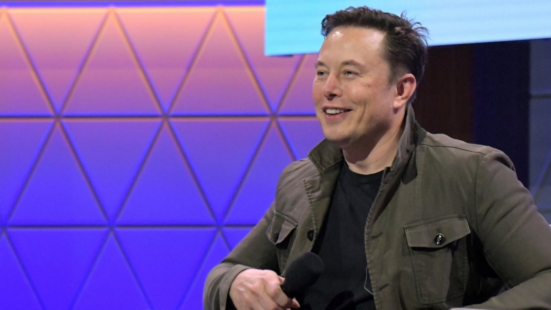 Tesla Just Unveiled a Video Game for Its Cars and It's Proof That Elon Musk Is Smarter Than the Rest of Us
