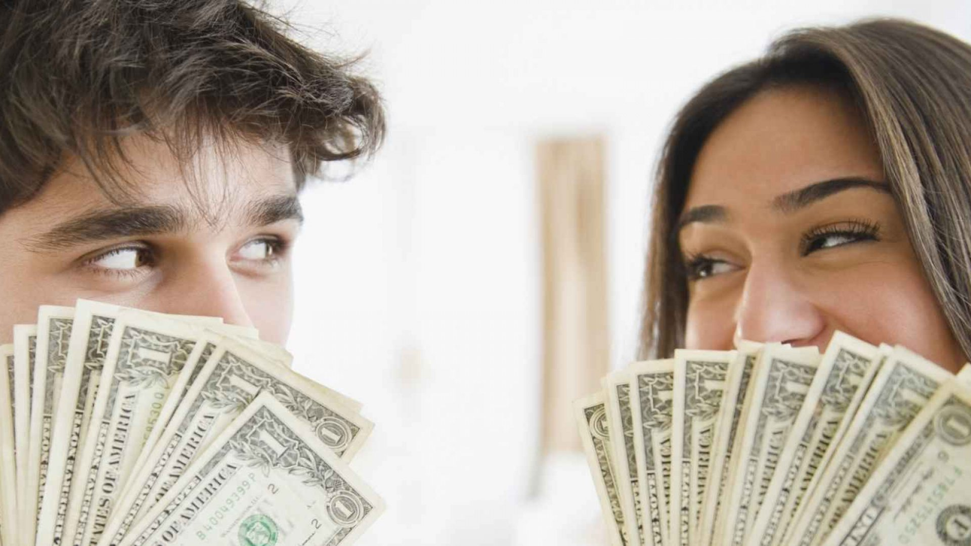 4 Bad Money Habits That Will Destroy Your Relationship