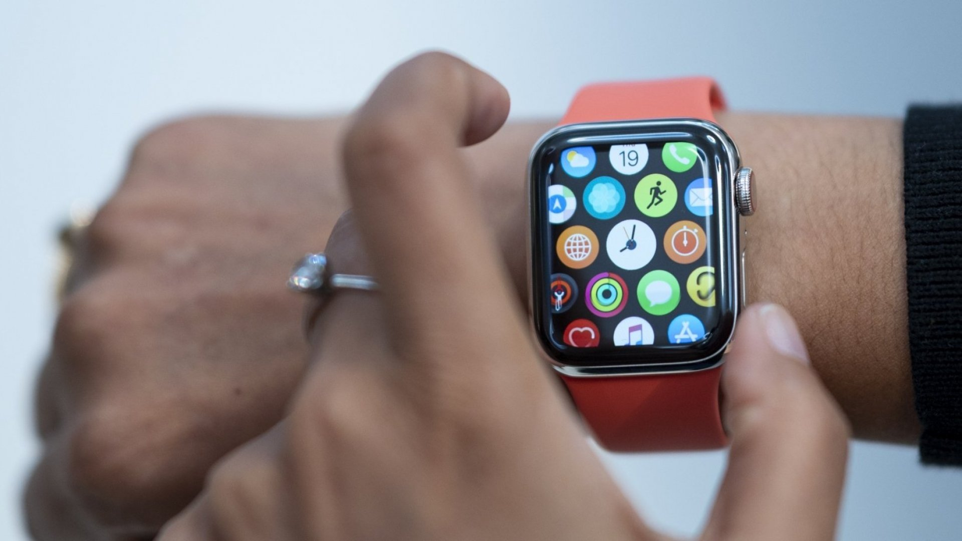 10 Incredibly Useful Things You Had No Idea Your Apple Watch Could ...
