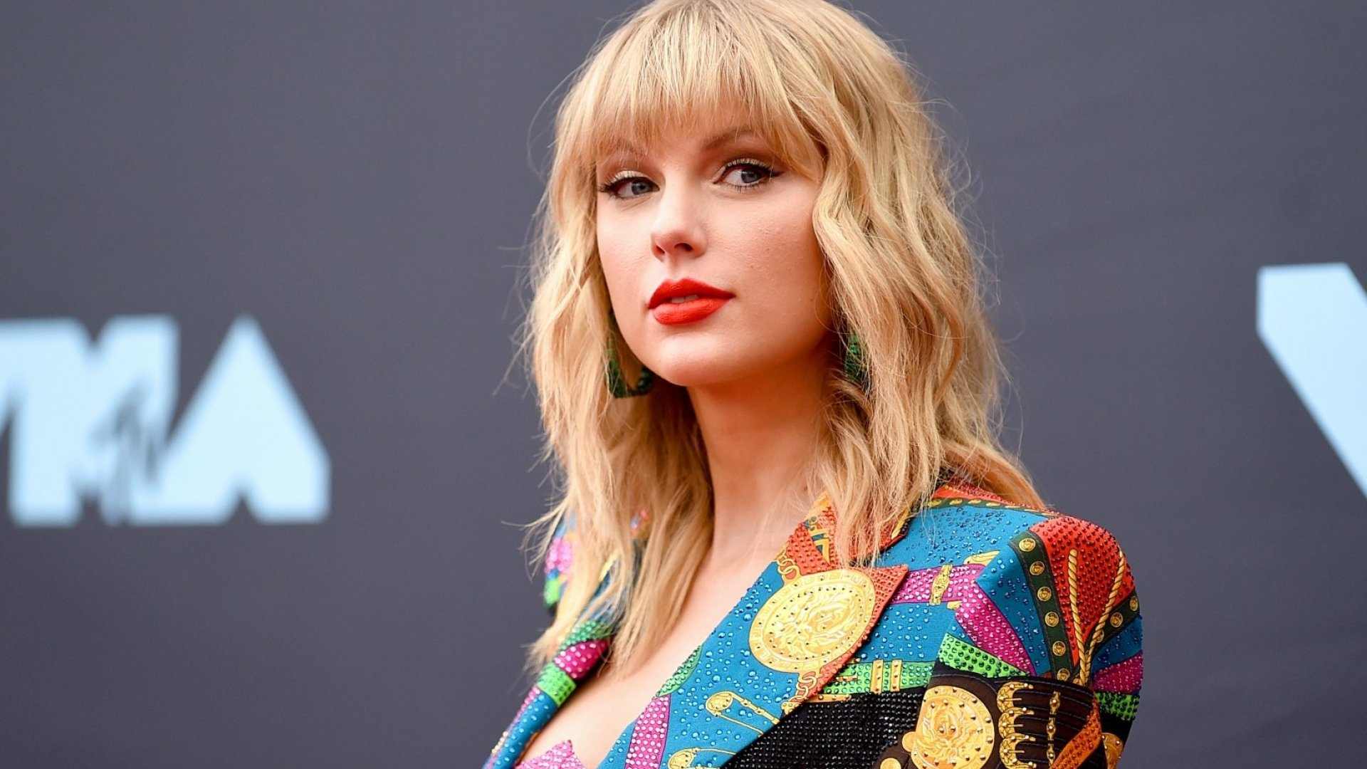 Taylor Swift Just Announced an Unusual Bonus Track Strategy, and It's a Brilliant Marketing Move