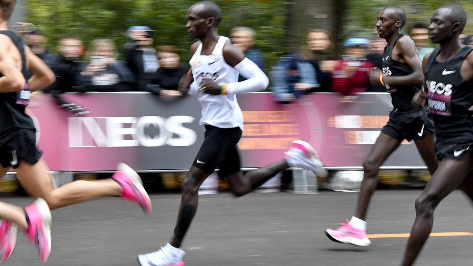 constante Umeki clima  Nike Vaporfly Shoes Helped Eliud Kipchoge Run a Marathon in Under 2 Hours.  Should They Be Banned? | Inc.com