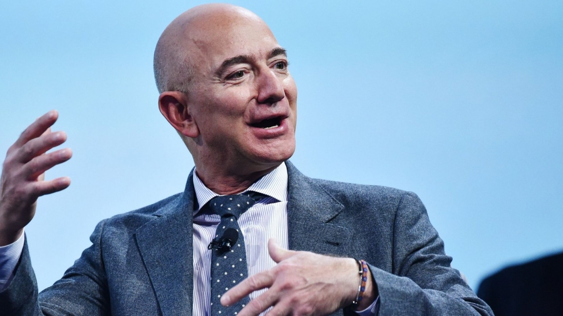 These 3 Numbers Explain Why Amazon Is Dominating Everything Right Now