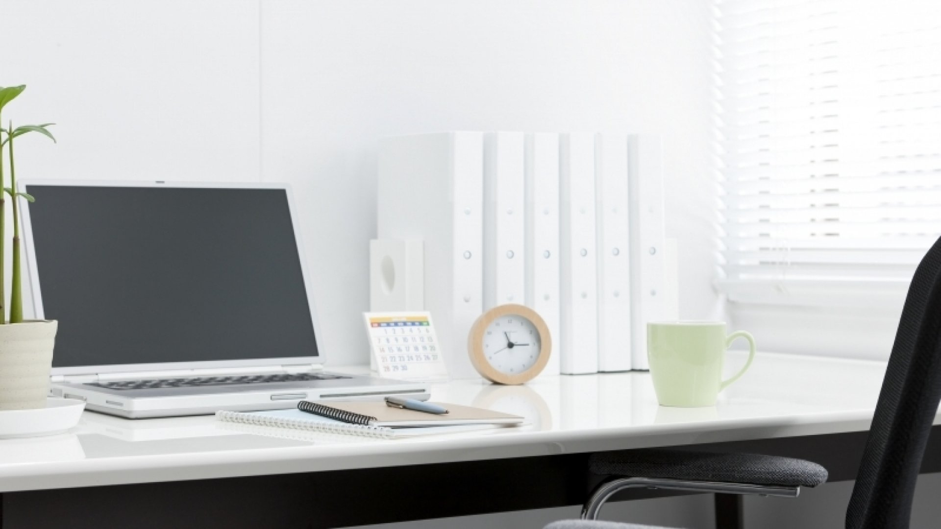 3 Tips for Decluttering Your Office
