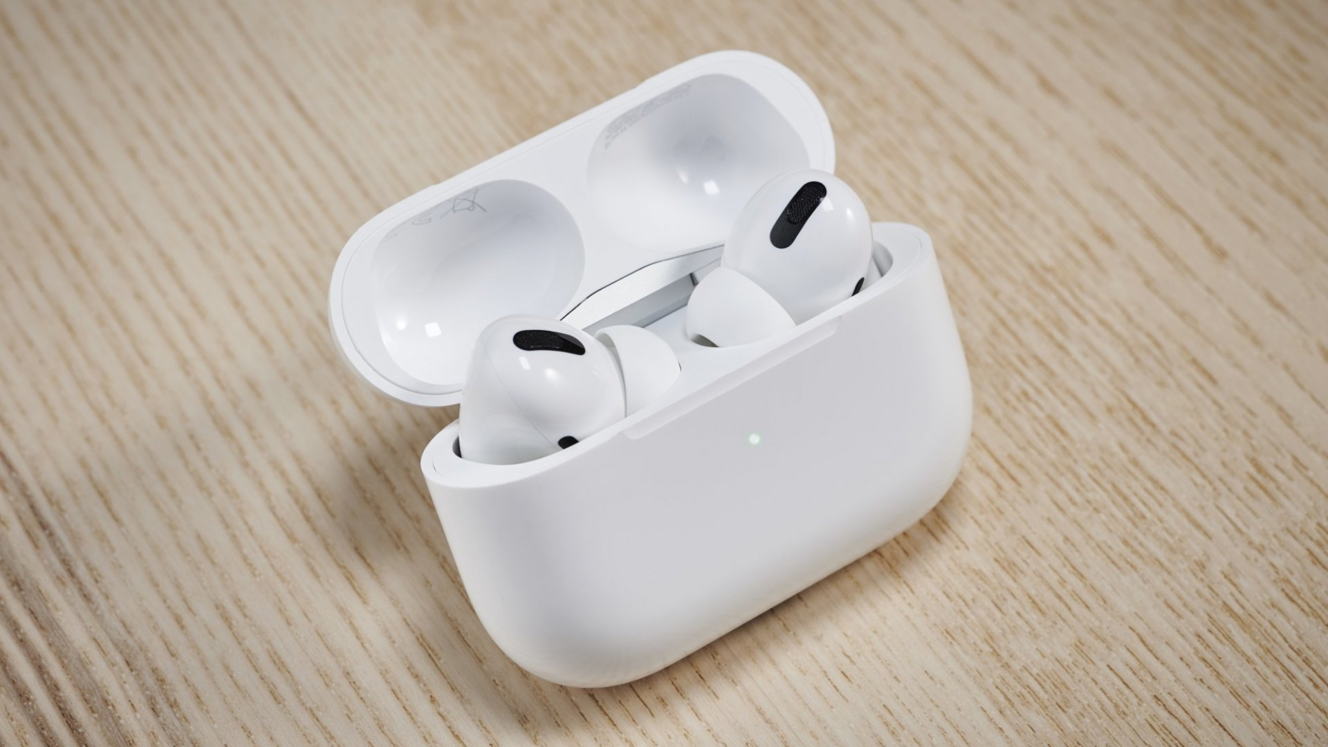 5 Really Useful Tricks You Had No Idea You Could Do With Your AirPods Pro