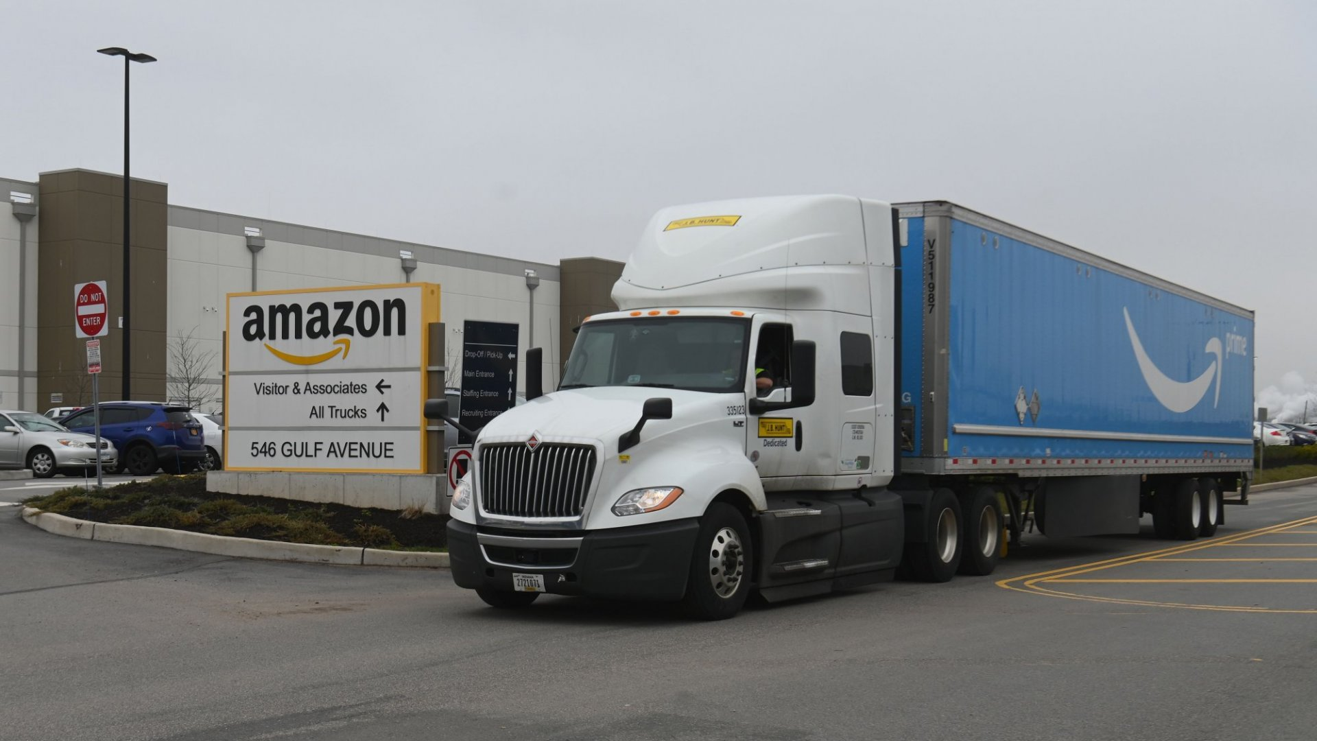 Amazon to Shut Down Its In-House Shipping for Now