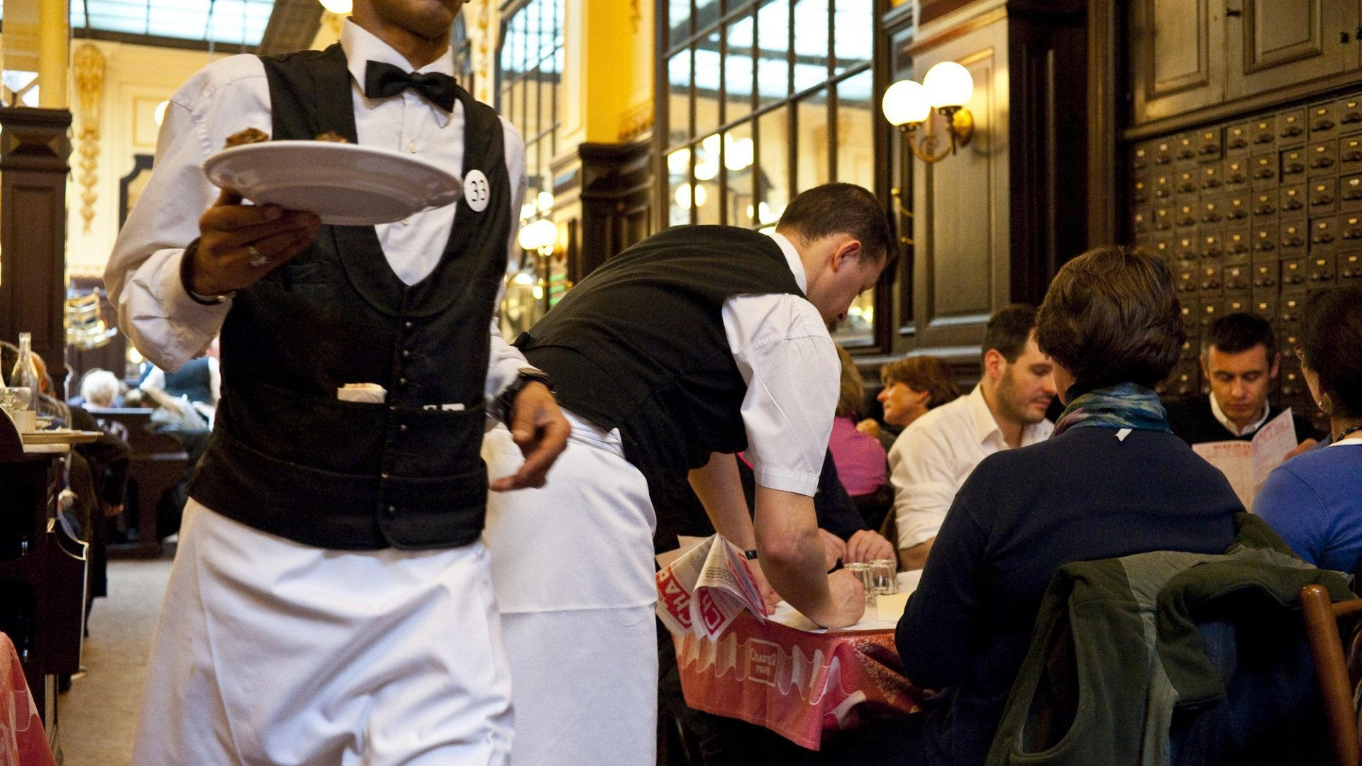 Why a Restaurant in Canada Had Every Right to Fire a French Employee for Rudeness