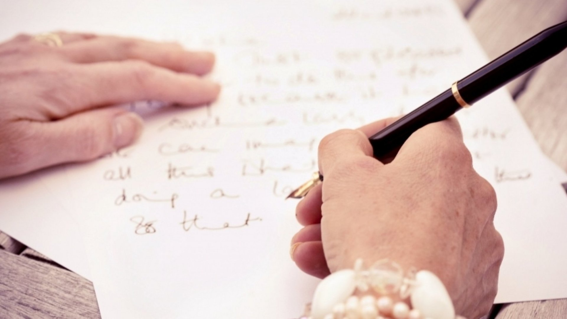 This Super Successful Manager's Favorite Leadership Trick: Sunday Letters