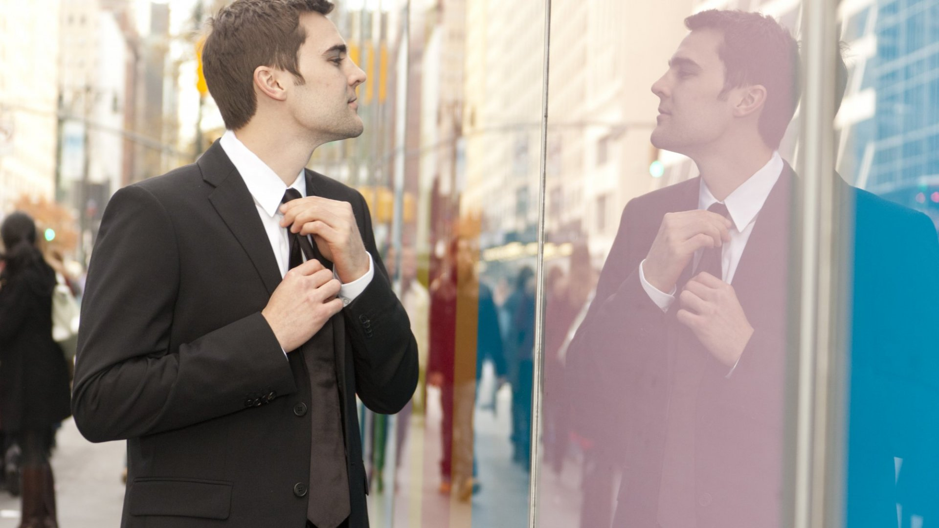 5 Ways to Avoid Displaying a Superiority Complex at Work
