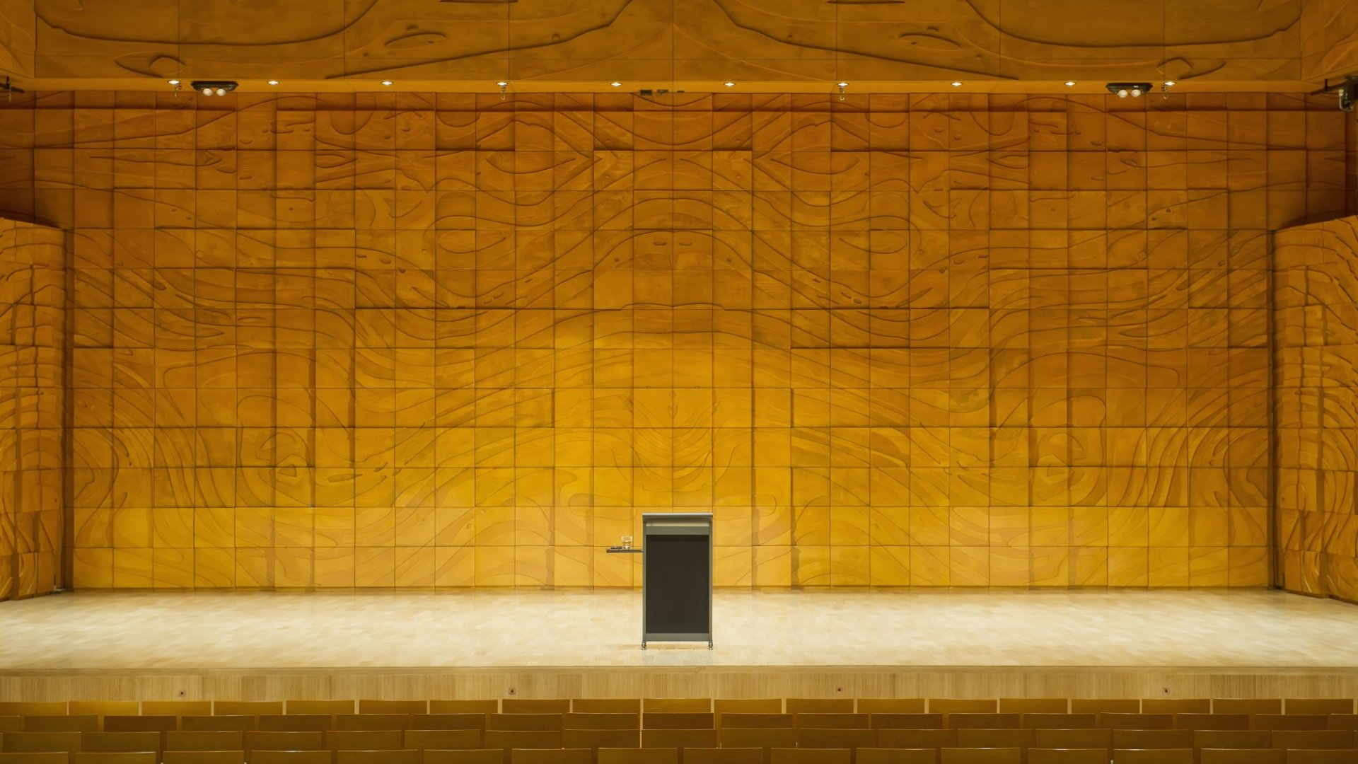 5 Simple Ways to Become a More Impressive Public Speaker