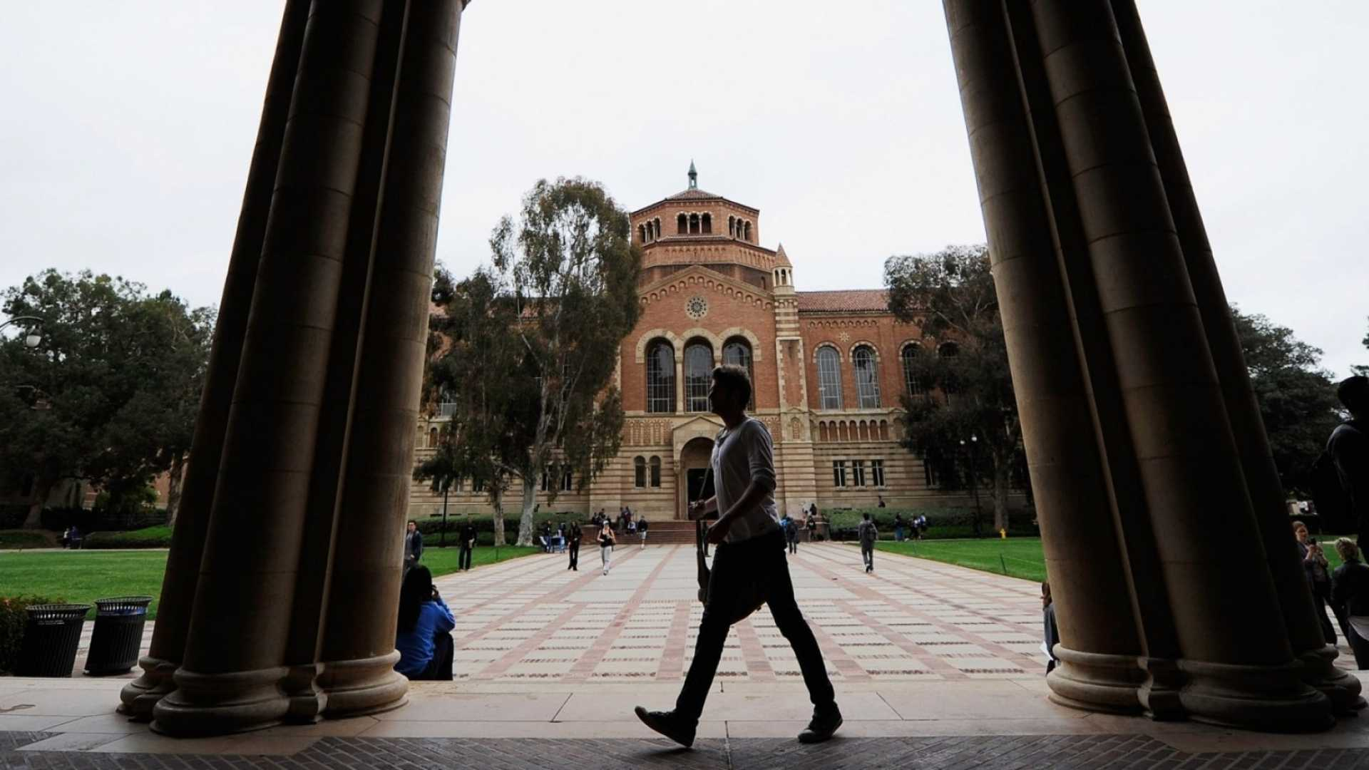 Ranked: Top 20 Business Schools Whose Graduates Earn Over $139,000