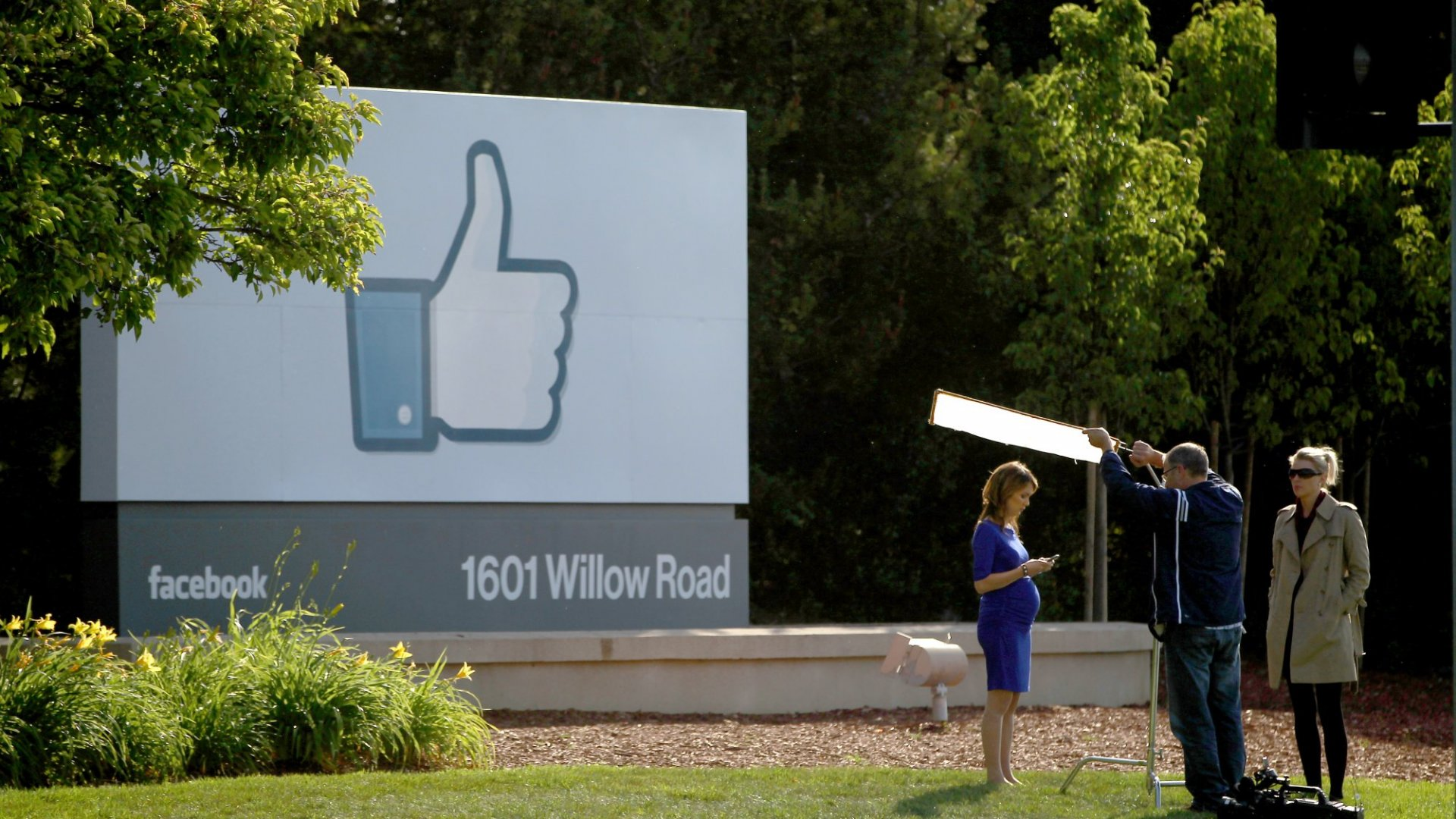 Facebook Tops Wall Street's Fourth Quarter Forecasts