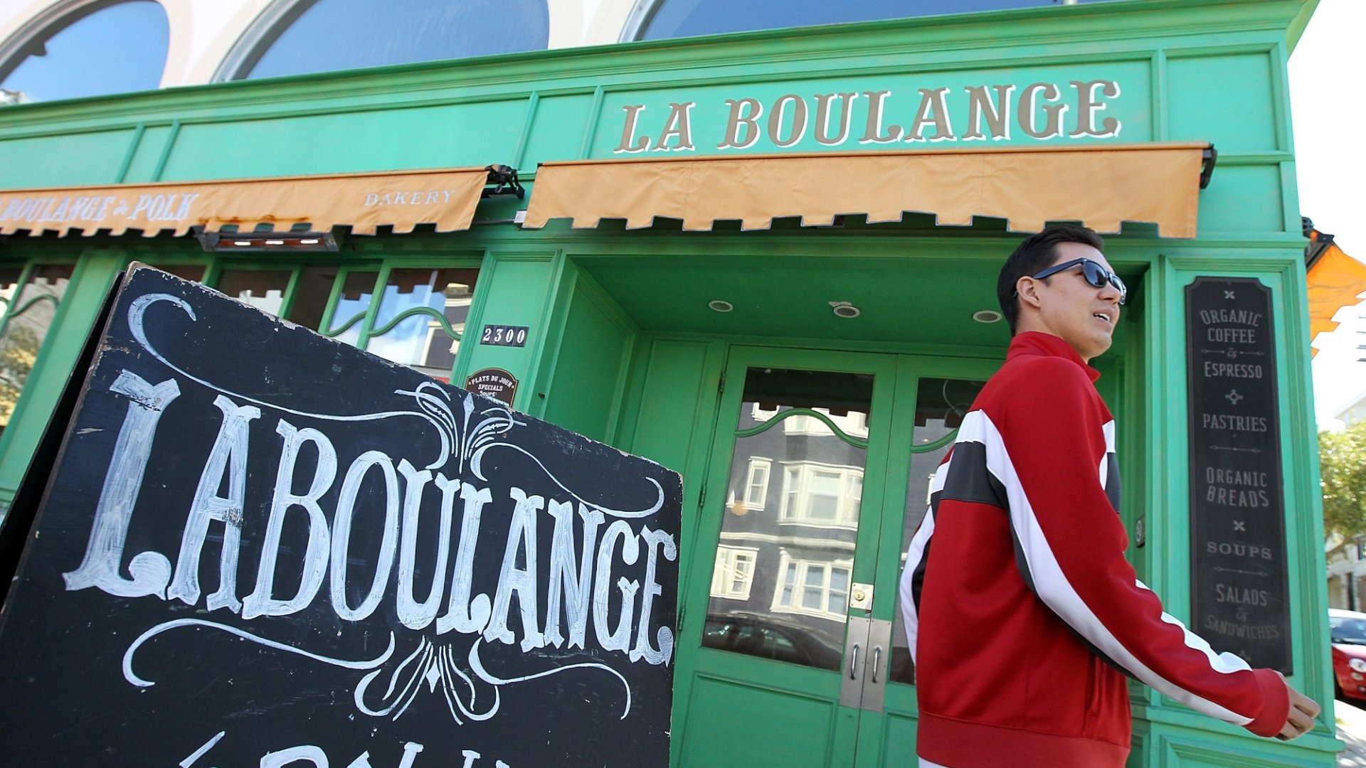 <br>A pedestrian passes by a La Boulange Bakery on June 5, 2012 in San Francisco, California, shortly after Starbucks announced that it was purchasing the bakery chain for $100 million. (Photo by Justin Sullivan/Getty Images)