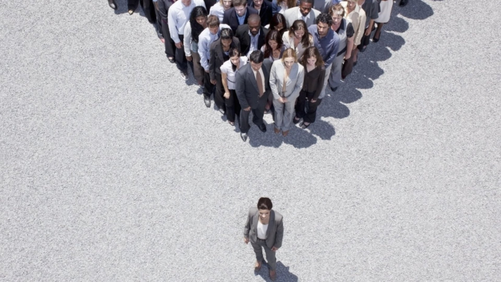 12 Distinctive Ways to Impress Your Team That Will Make You Stand Out
