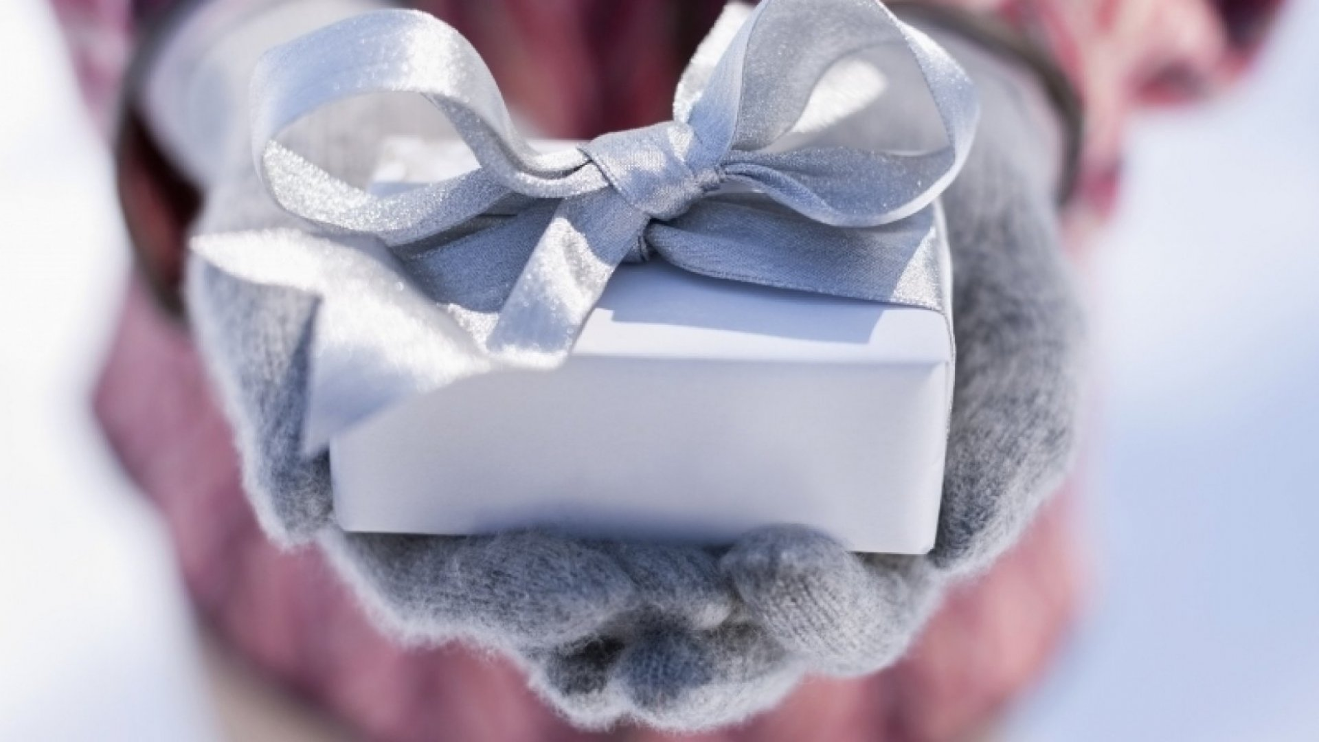 10 Ways to Deliver Personalized Holiday Cheer to Your Customers