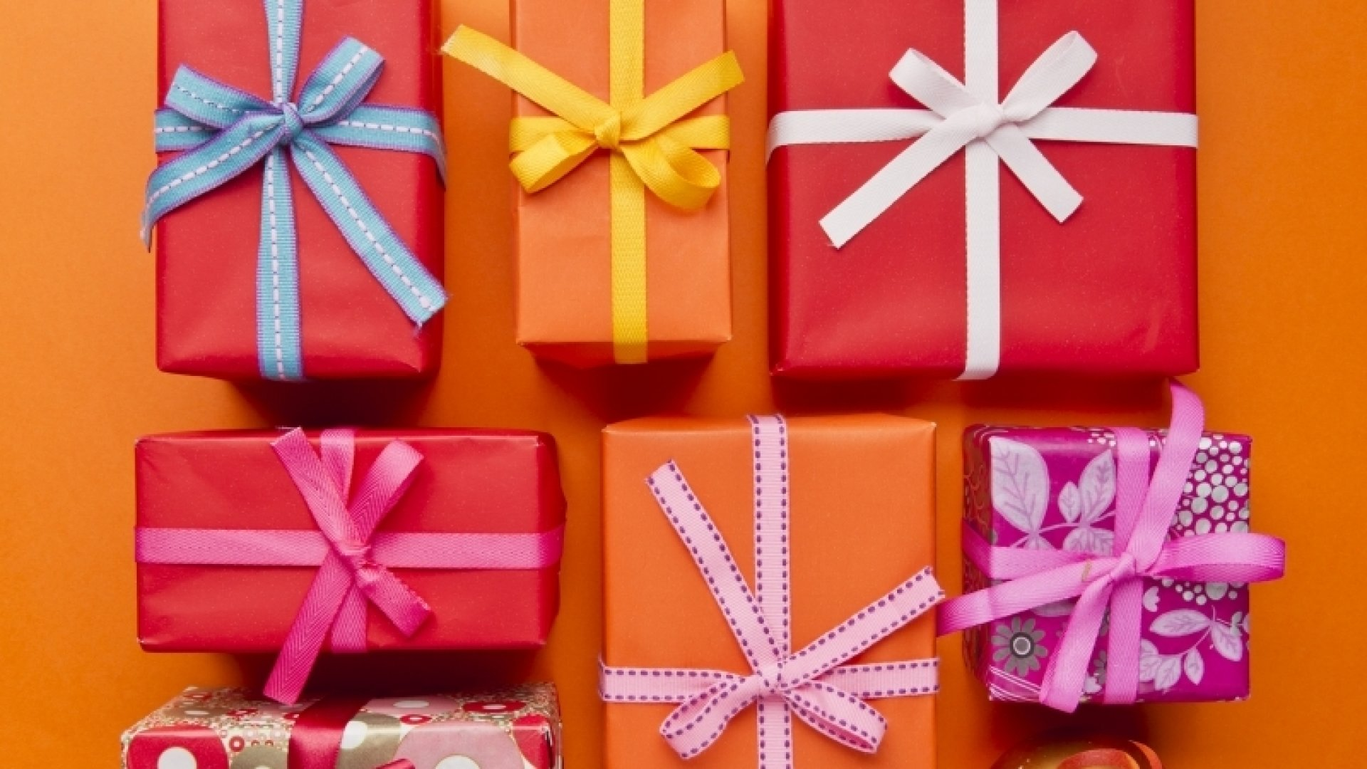 What Are the 9 Best Types of Gifts to Give Your Customers?
