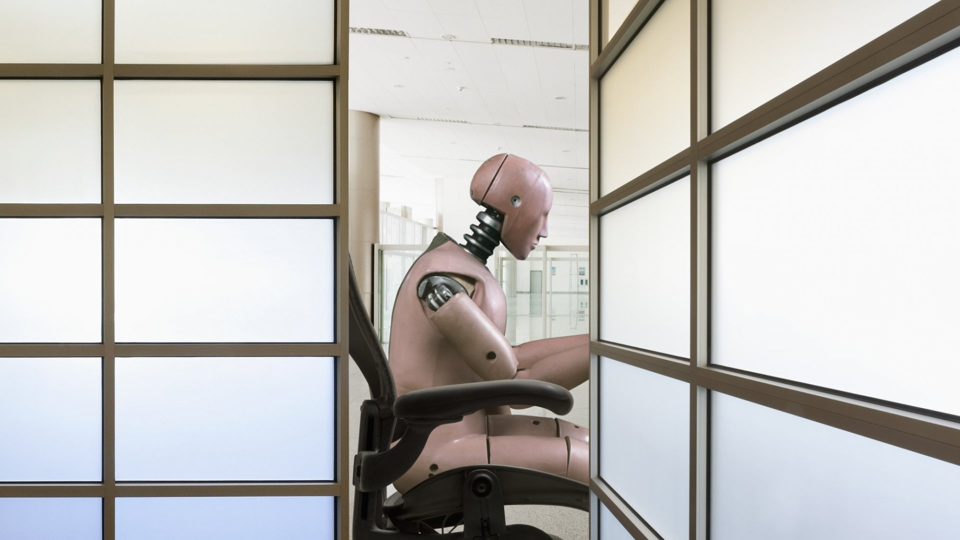 Robots Are Coming, But People Feel Jobs Are Secure
